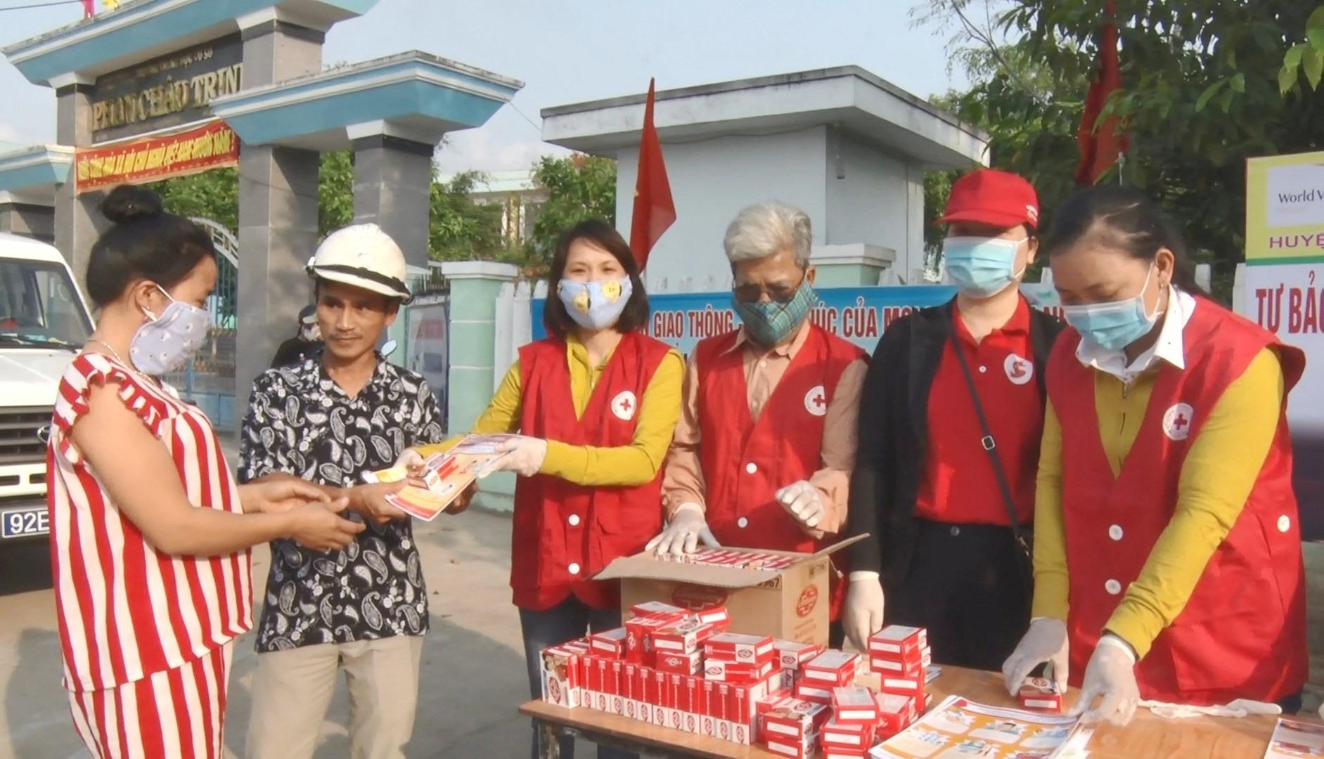 heo đó, Hội Chữ thập đỏ Nông Sơn phát miễn phí hơn 500 hộp xà phòng Lifebuoy diệt khuẩn
