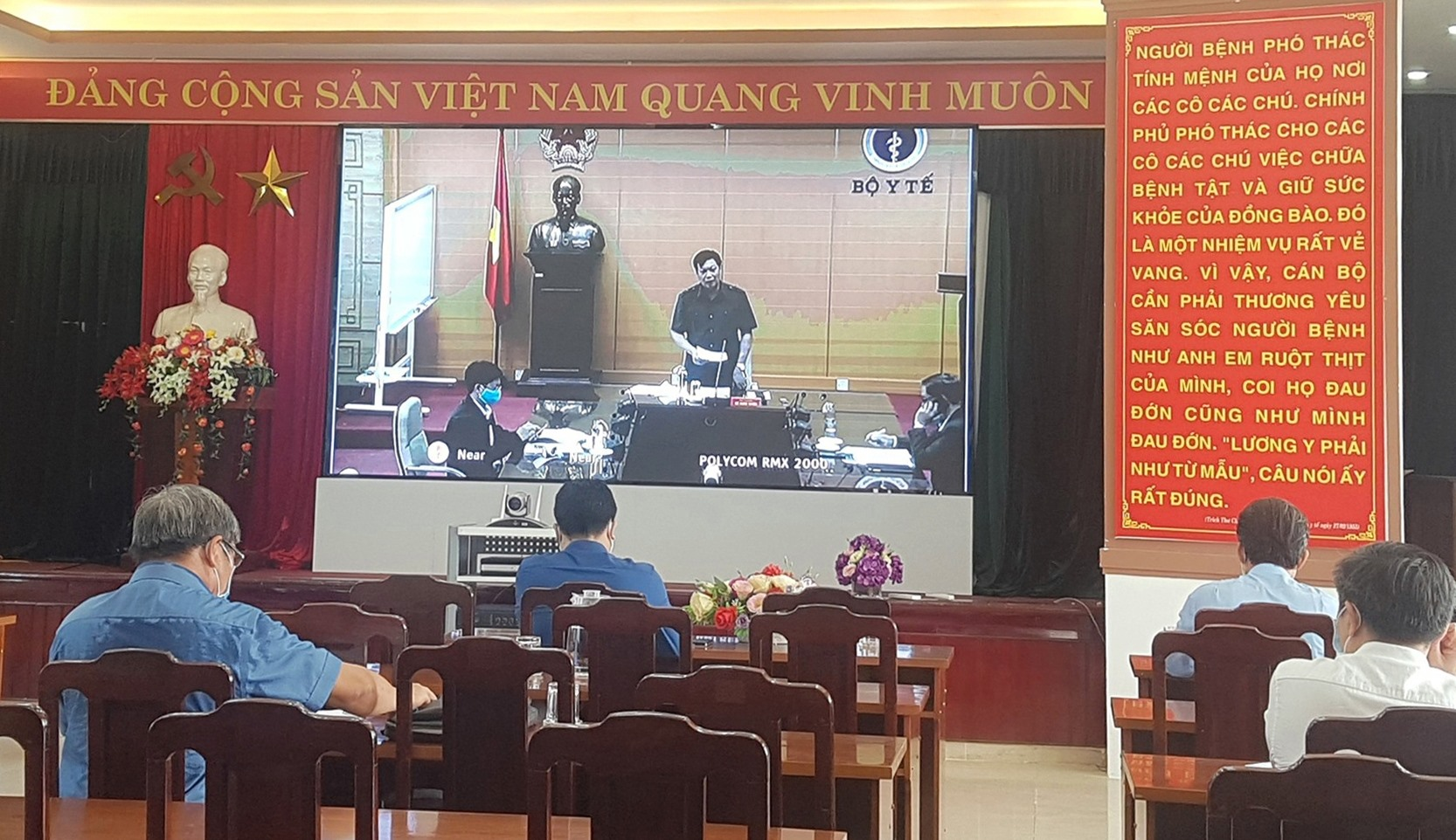Đầu cầu Quảng Nam tại hội nghị trực tuyến sáng nay. Ảnh: D.L