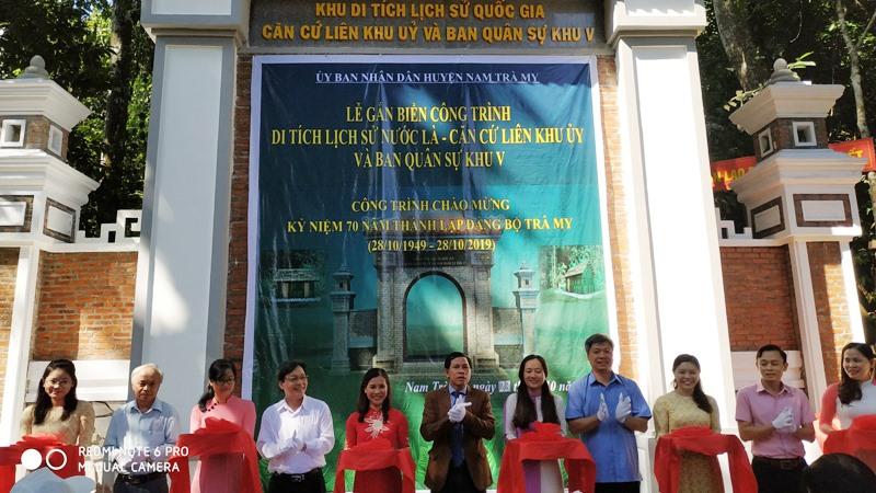 Ngày 23.10.2019, tại huyện Nam Trà My đã diễn ra lễ khánh thành và gắn biển công trình Khu di tích Nước Là - Căn cứ Liên Khu ủy và Ban Quân sự Khu 5. Ảnh T.L