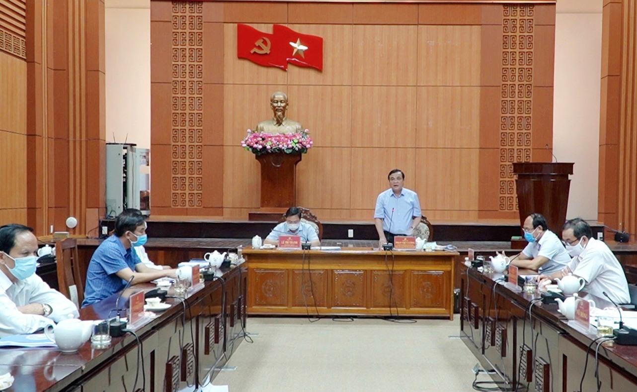 Bí thư Tỉnh ủy Phan Việt Cường yêu cầu bà con quê Quảng Nam đang ở vùng dịch cố gắng ở yên tại chỗ, không nên về quê trong giai đoạn này. Ảnh: PHAN VINH