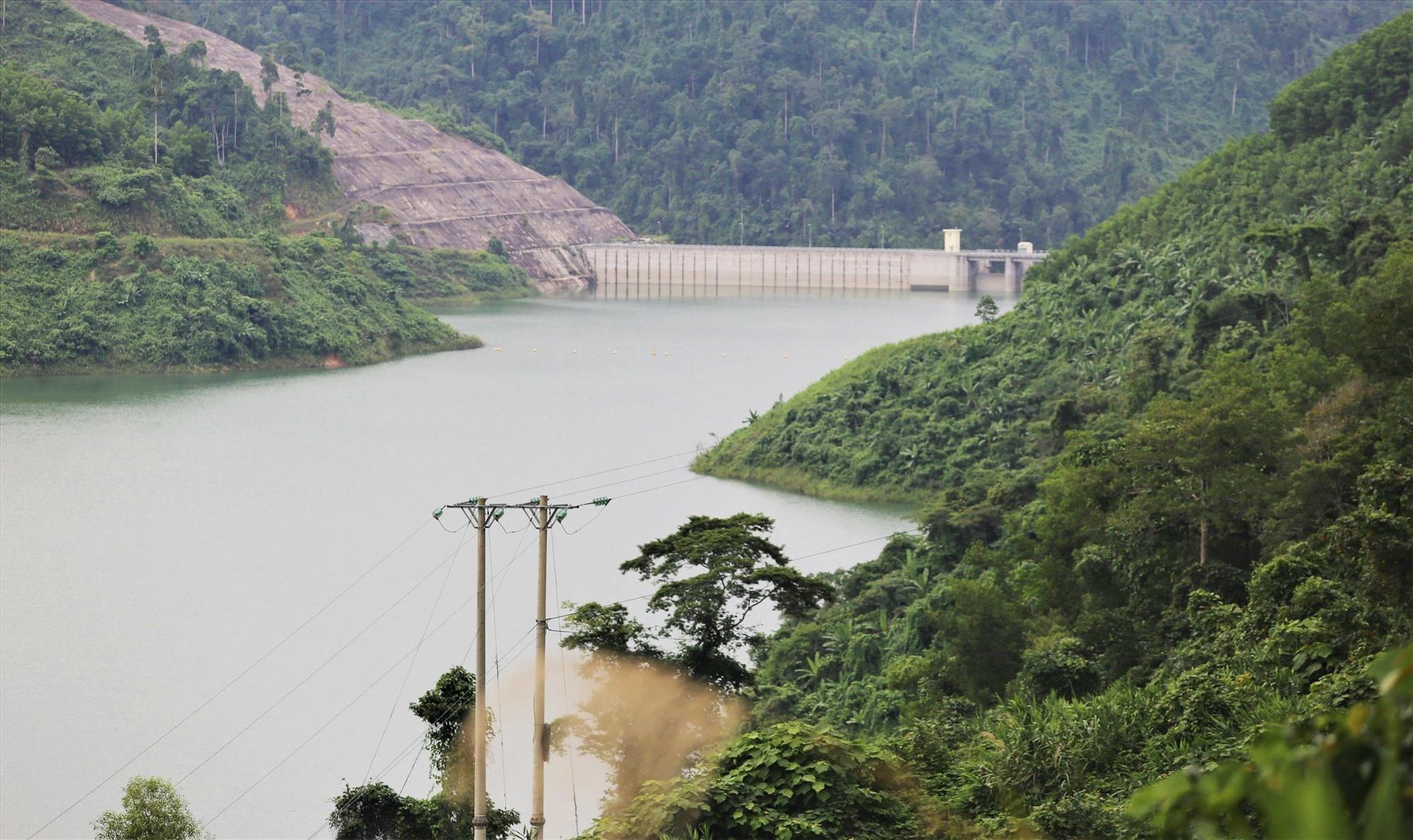 Hồ chứa thủy điện Sông Bung 4. Ảnh: THANH THẮNG