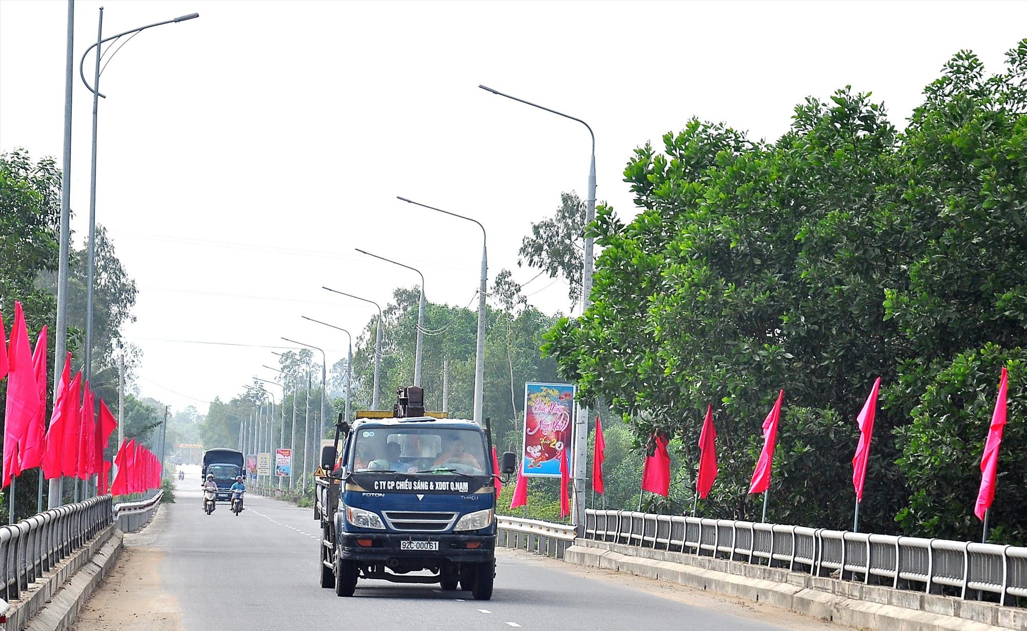 Hệ thống cơ sở hạ tầng, giao thông ngày càng được đầu tư khang trang tạo động lực phát triển kinh tế cho huyện Phú Ninh. Ảnh: VINH ANH