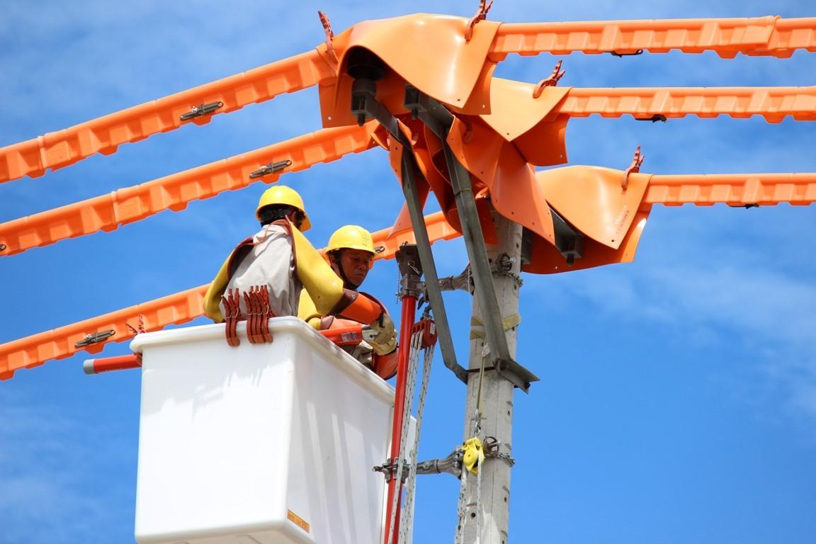 PC Quảng Nam luôn chú trọng đến đầu tư nghiên cứu ứng dụng công nghệ hiện đại để nâng cấp, hiện đại hóa lưới điện, góp phần nâng cao độ tin cậy cung cấp điện. Ảnh: T.L