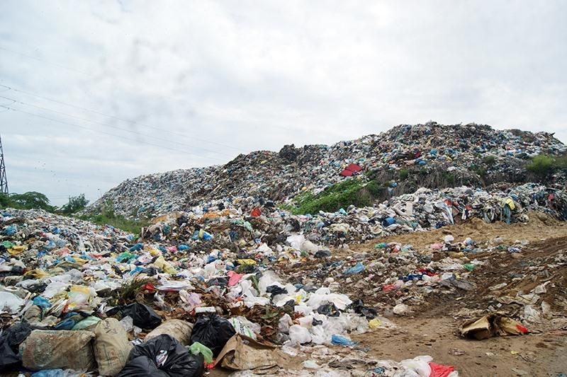 Bãi rác Cẩm Hà đã quá tải. Ảnh: T.L