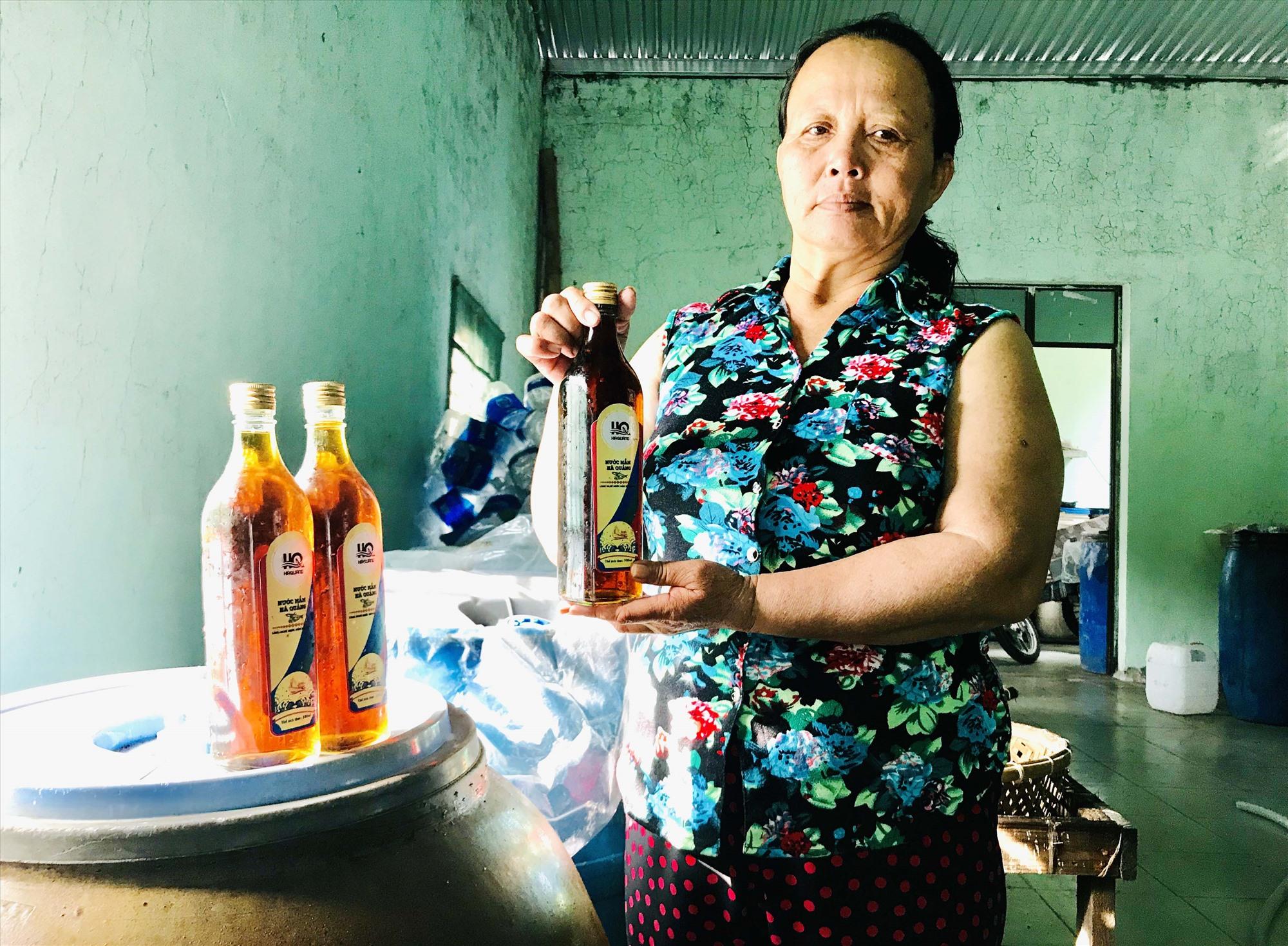 Sản phẩm nước mắm Hà Quảng vừa được công nhận sản phẩm OCOP 3 sao của tỉnh Quảng Nam. Ảnh: H.S
