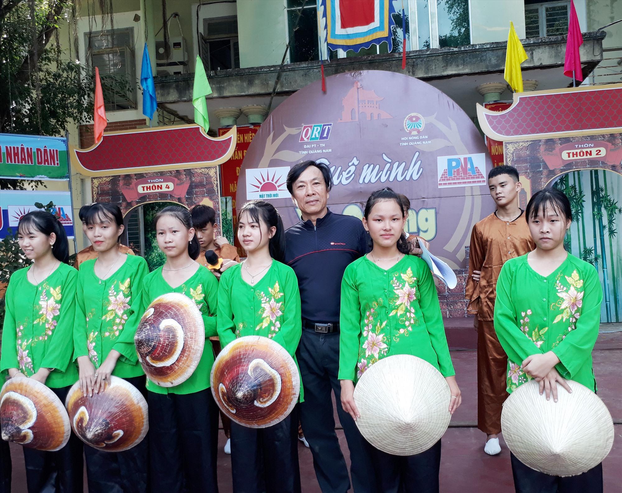 Anh Nguyễn Đông Nhật và các diễn viên huyện Tiên Phước.
