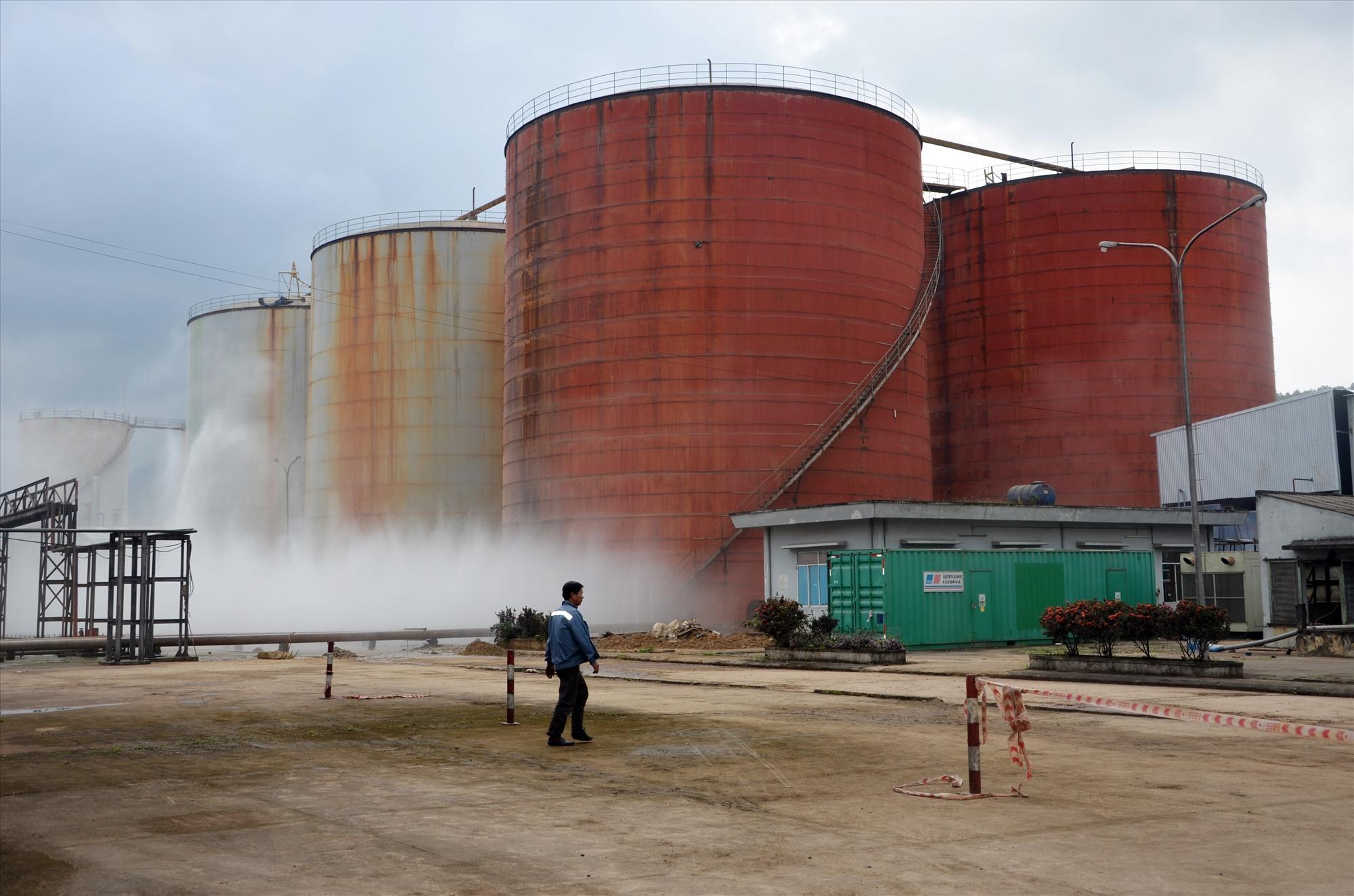 Nhà máy sản xuất cồn Đại Tân của Công ty CP Nhiên liệu sinh học Tùng Lâm phải tạm dừng hoạt động do người dân phản đối việc gây ô nhiễm.Ảnh: H.P