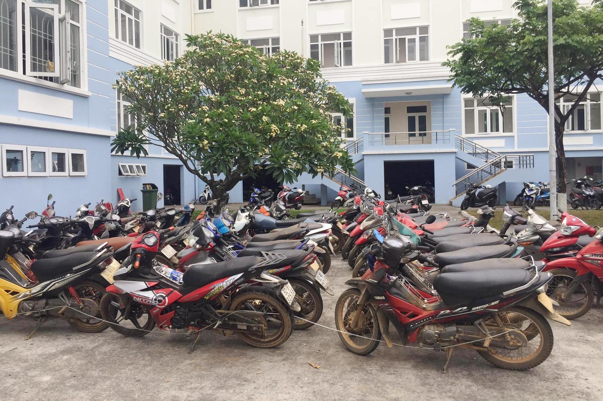 Gần 50 xe máy bị hu giữ
