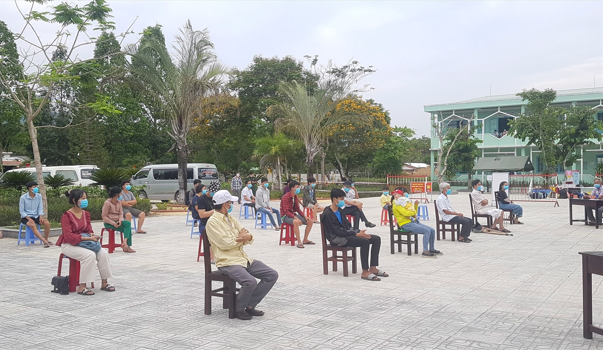 22 công dân của huyện Tiên Phước hoàn thành cách ly tập trung. Ảnh: D.L