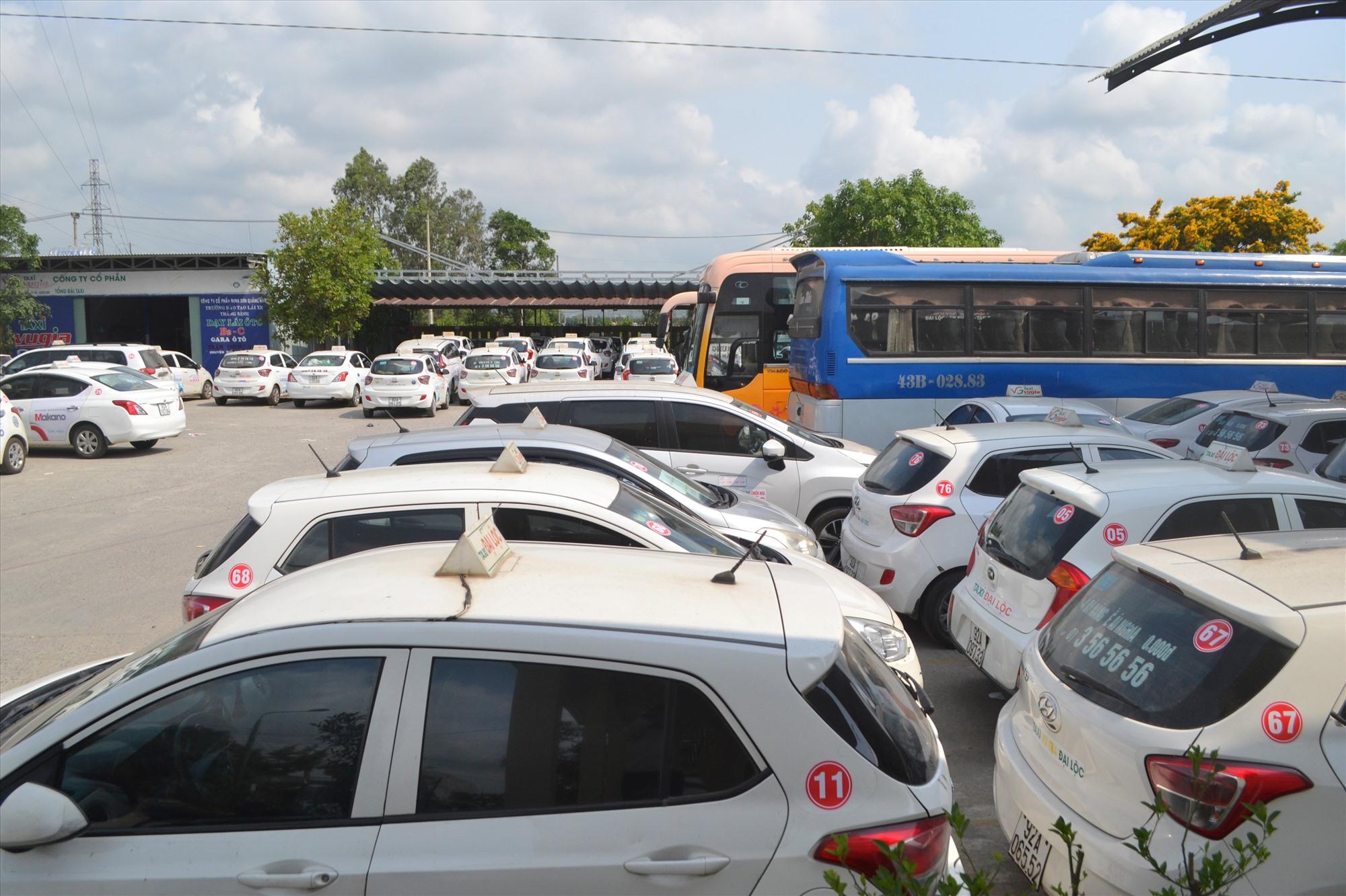 Phương tiện vận tải khách tạm dừng hoạt động tại bến xe Đại Lộc. Ảnh: CT