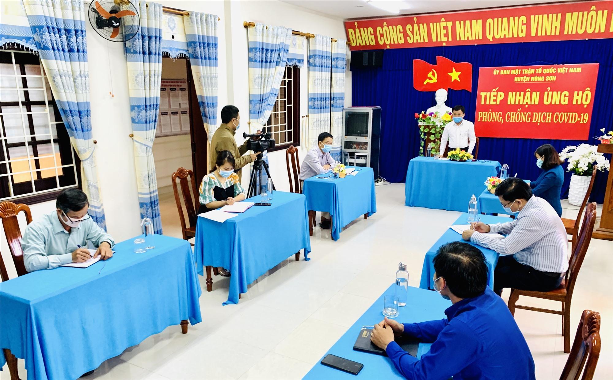 Ông Thái Bình - Bí thư Huyện ủy Nông Sơn đánh giá cao những nỗ lực của Ủy ban MTTQ Việt Nam và các đoàn thể chính trị - xã hội trong phòng, chống dịch Covid-19.