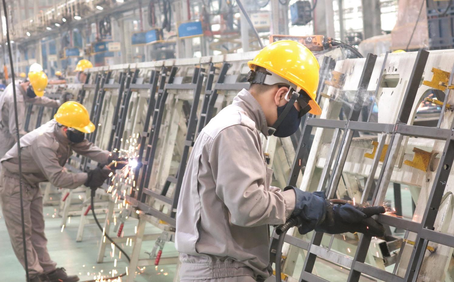 Xây dựng giai cấp công nhân tỉnh Quảng Nam vững mạnh là yêu cầu đặt ra nhằm đáp ứng sự nghiệp xây dựng, phát triển địa phương nhanh, bền vững. Ảnh: T.DŨNG