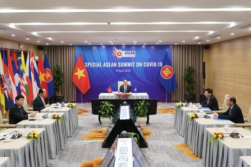 Prime Minister Nguyen Xuan Phuc gives a speech at the opening ceremony of the ASEAN Special Summit on COVID-19 Response. Photo: VOV