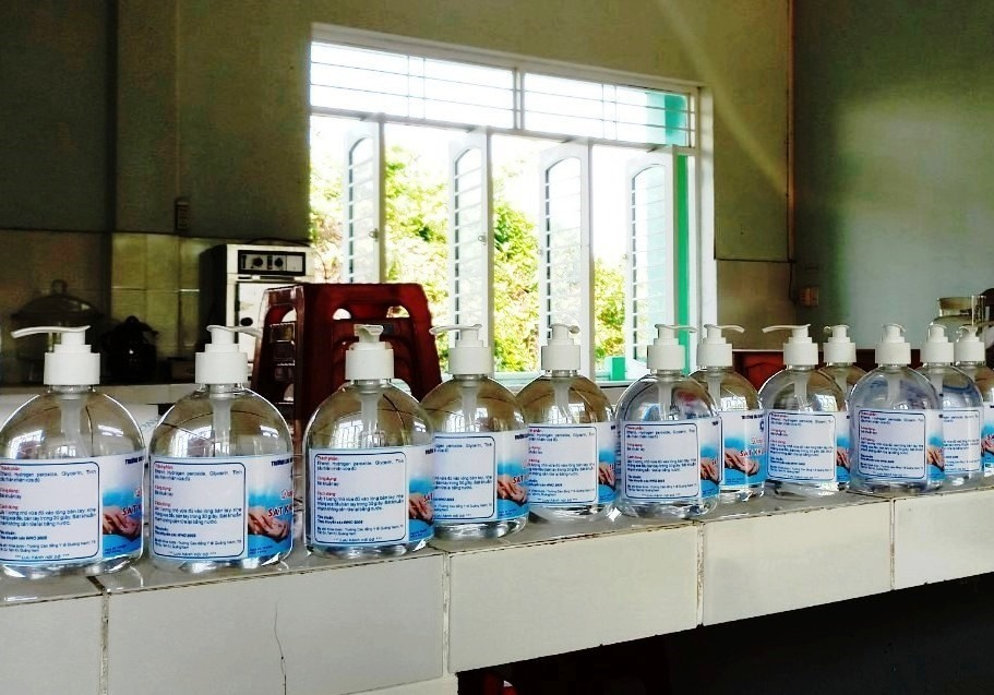 Sản phẩm dung dịch sát khuẩn tay nhanh của nhà trường.