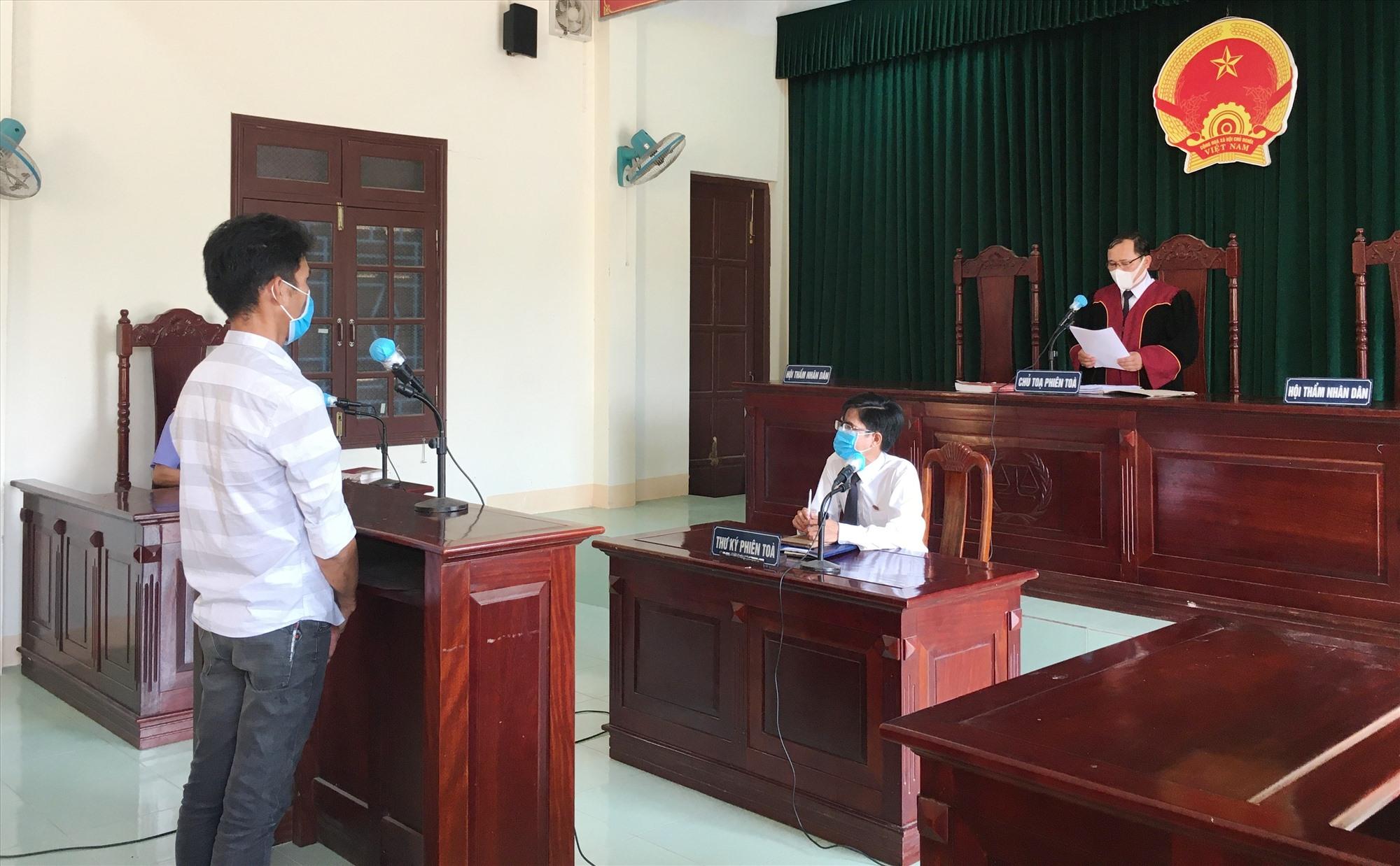 Tòa án nhân dân huyện Nông Sơn tuyên phạt bị cáo Nguyễn Ngọc Phương 9 tháng tù giam.