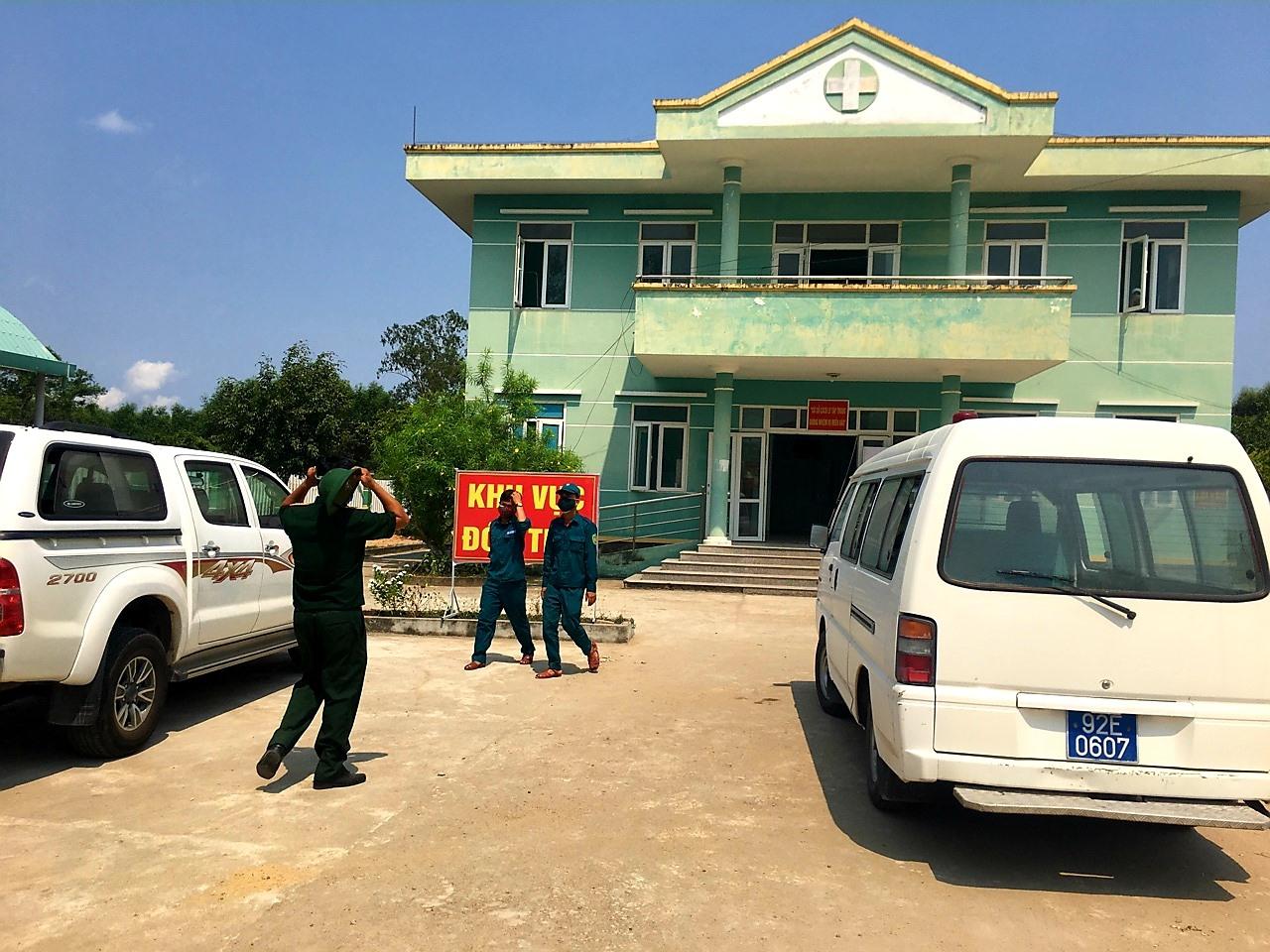 Trạm Y tế xã Quế Cường (cũ) - nơi đang cách ly tập trung 19 người về từ vùng dịch. Ảnh: Hữu Long