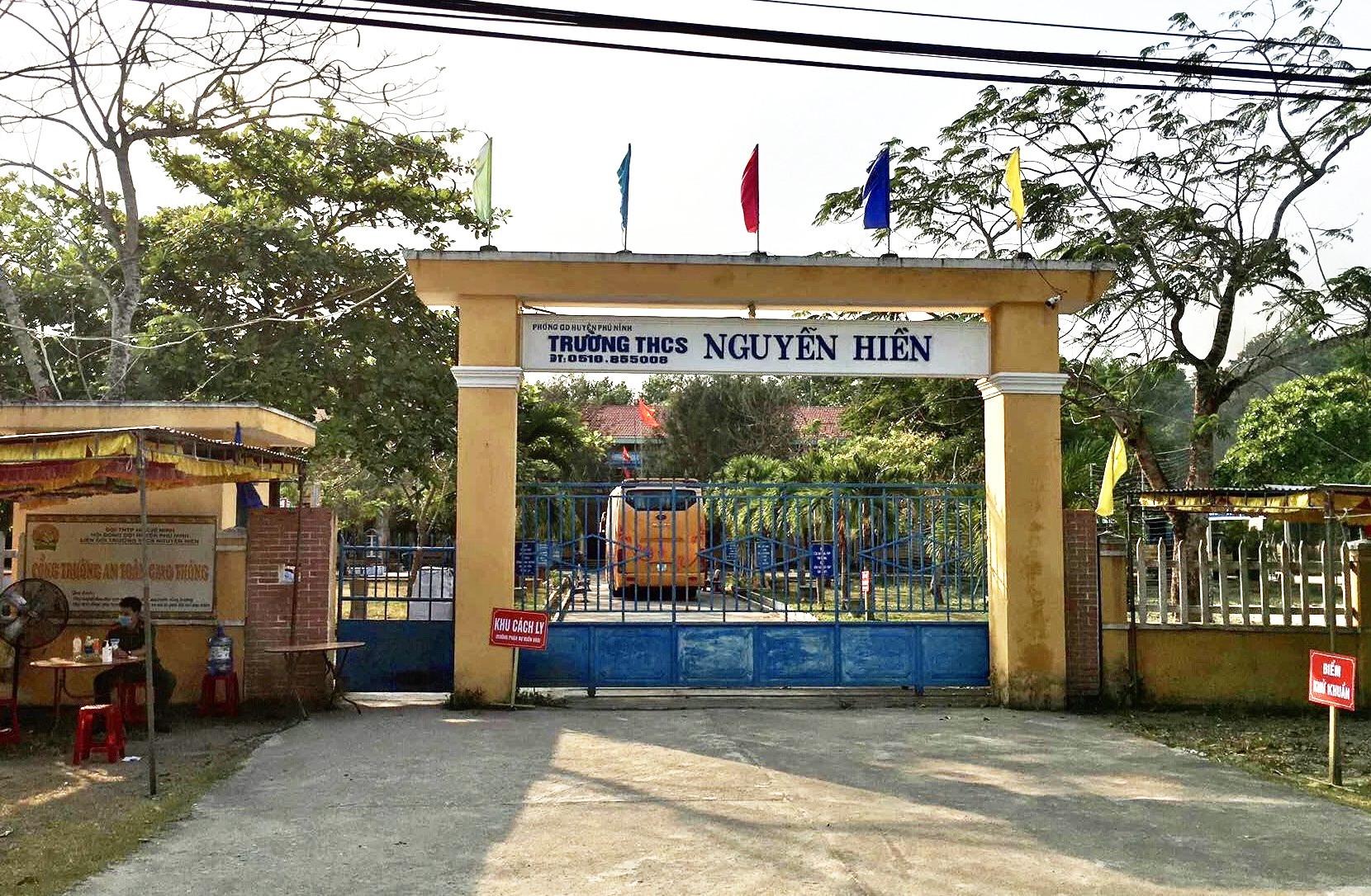 Trường THCS Nguyễn Hiền (thị trấn Phú Thịnh) được trưng dụng tạm thời làm khu cách ly tập trung phòng chống dịch Covid-19 huyện Phú Ninh. Ảnh: Đ.C