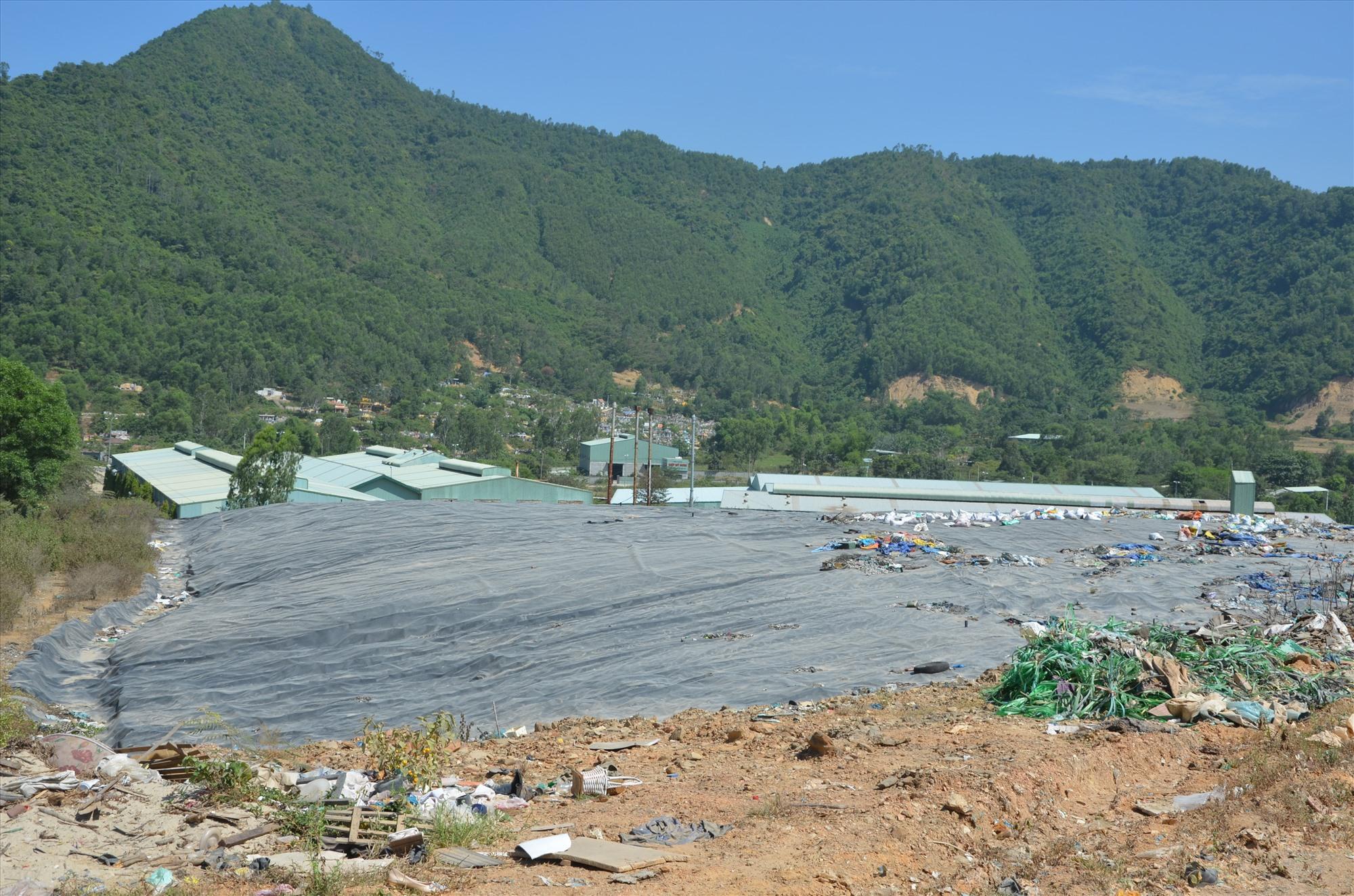 HĐND tỉnh đã thông qua Nghị quyết về cơ chế hỗ trợ chất thải rắn giai đoạn 2020 - 2030, tạo điều kiện để các bãi rác được đầu tư quy mô và hoạt động hiệu quả hơn.Ảnh: T.H