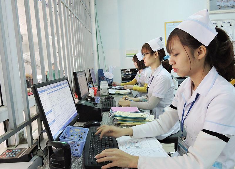 Từ cuối năm 2019, Bệnh viện Đa khoa khu vực miền núi phía Bắc Quảng Nam (đóng tại Đại Lộc) đã trang bị hoàn thiện hệ thống máy móc để vận hành chương trình Bệnh viện thông minh - bệnh án điện tử 4.0. Ảnh: XUÂN HIỀN