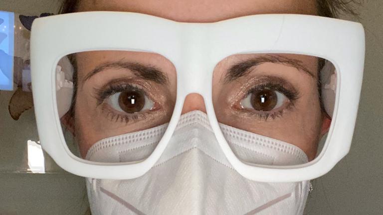 Cặp kính in 3D giúp bảo vệ mắt nhân viên y tế chống dịch Covid-19