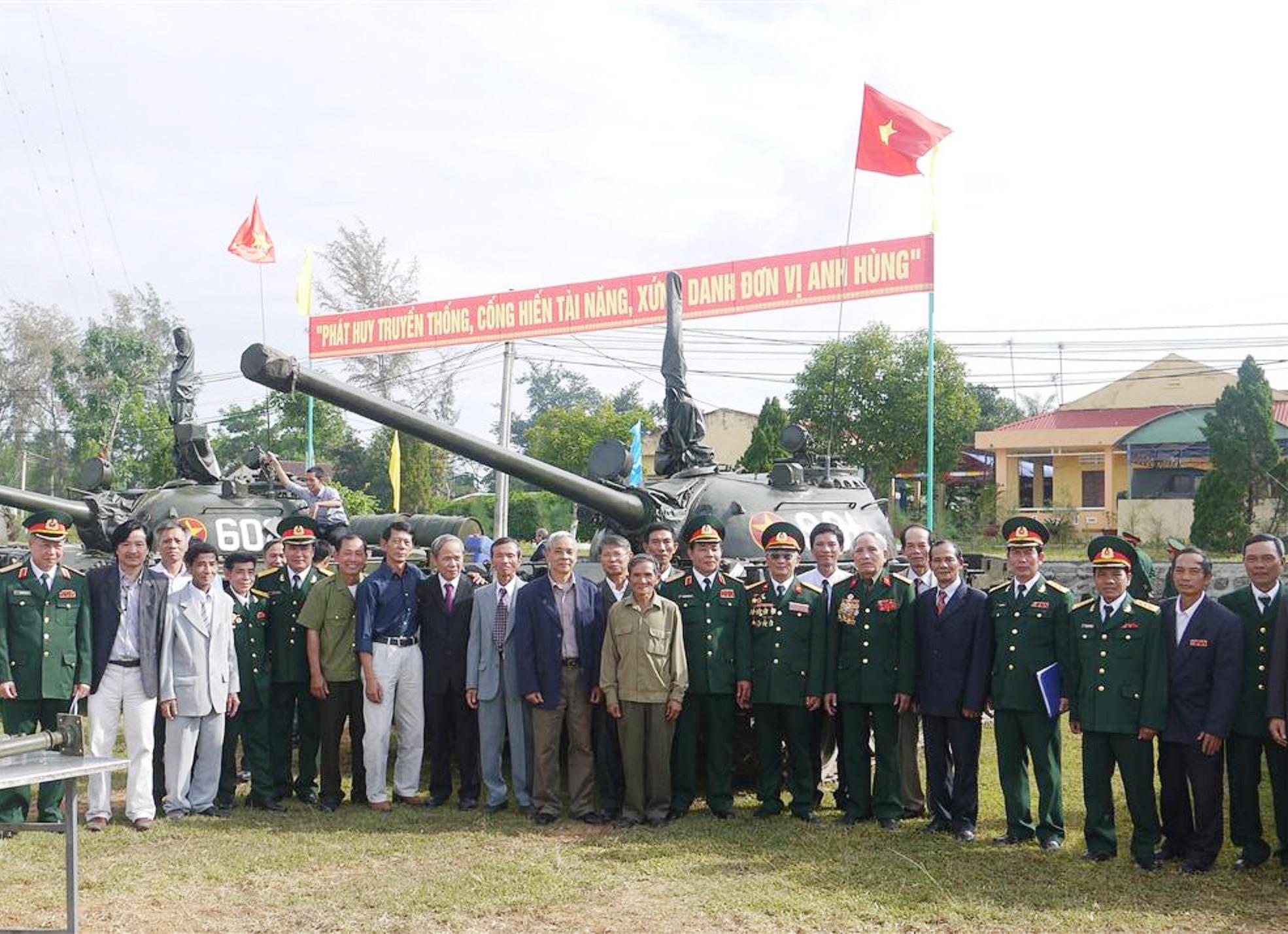 Cựu chiến binh Lữ đoàn Tăng - Thiết giáp 574 gặp mặt kỷ niệm ngày truyền thống. Ảnh: N.DIỆP