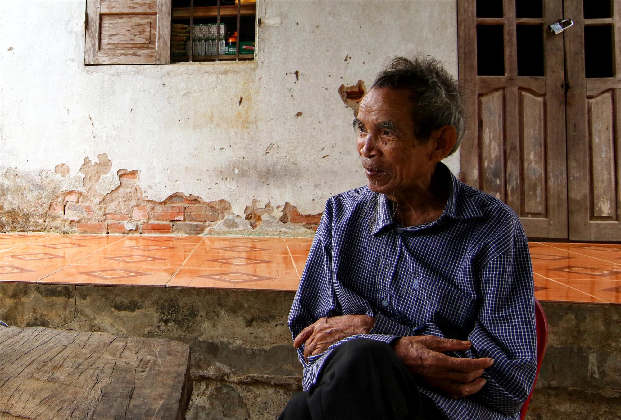 Ông Hồ Văn Loan, người duy nhất trong số 11 người đội tự vệ làng ông Tía còn sống. Ảnh: T.C