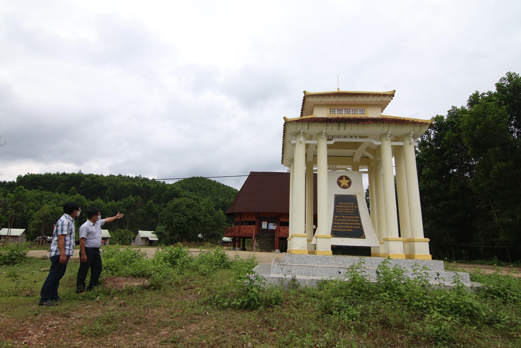 Bia di tích về khởi nghĩa làng ông Tía tại thôn Trà Nhan, xã Phước Trà, Hiệp Đức. Ảnh: T.C