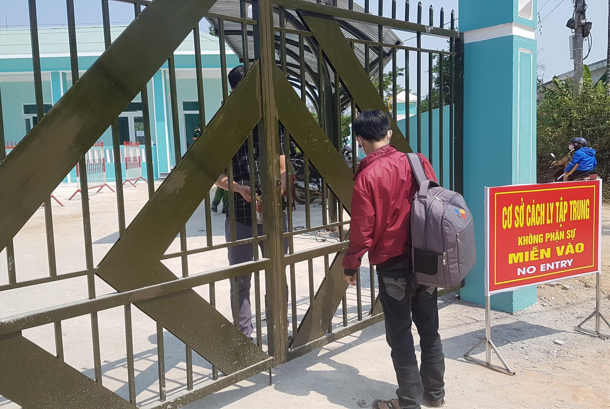 Khu cách ly tập trung tại Trạm Y tế xã Tiên Lộc đảm bảo an toàn về an ninh trật tự. Ảnh: D.L