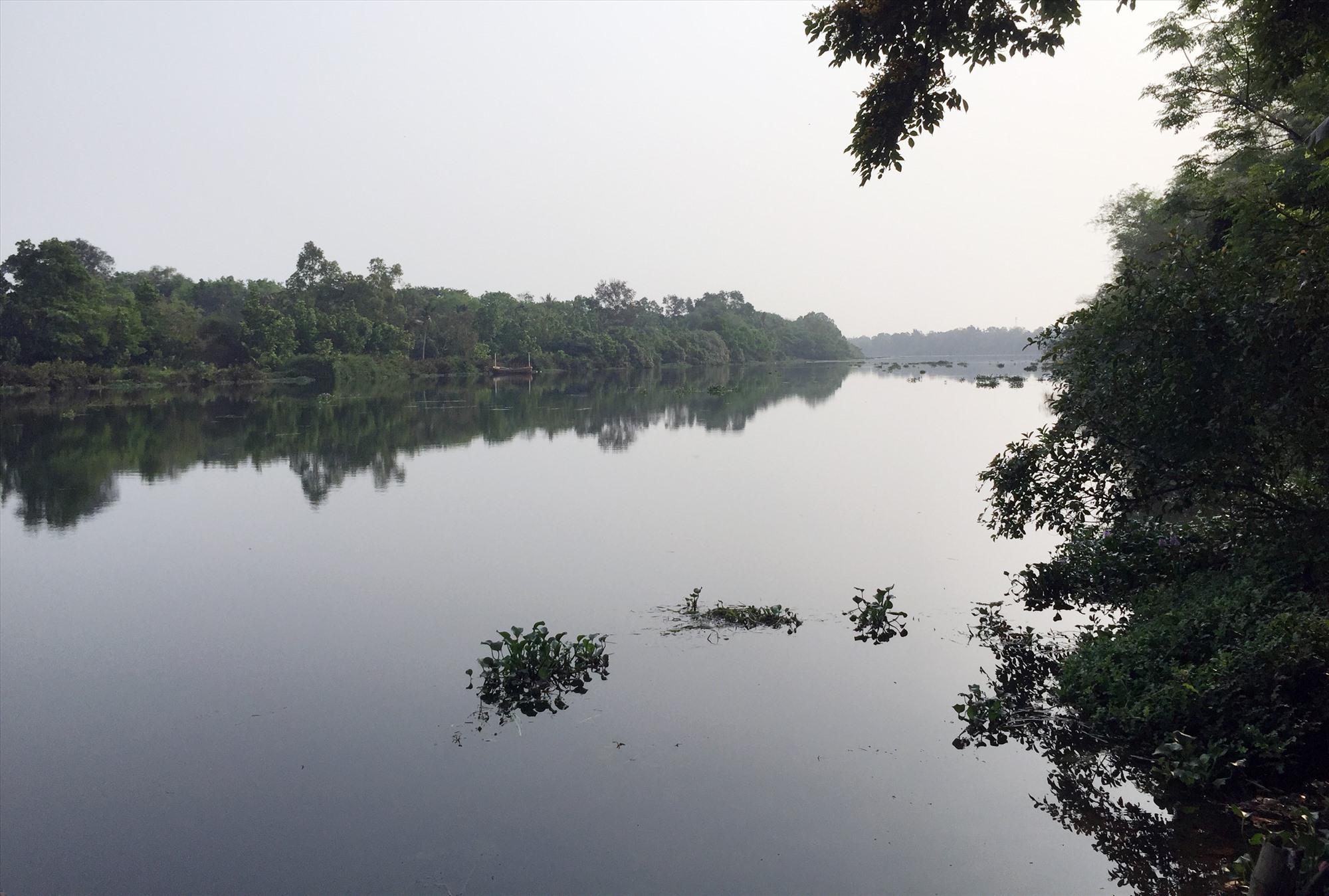 Sông Tam Kỳ - hai bên bờ là ấp Phú Bình và ấp Hương Trà. Ảnh: PHÚ BÌNH