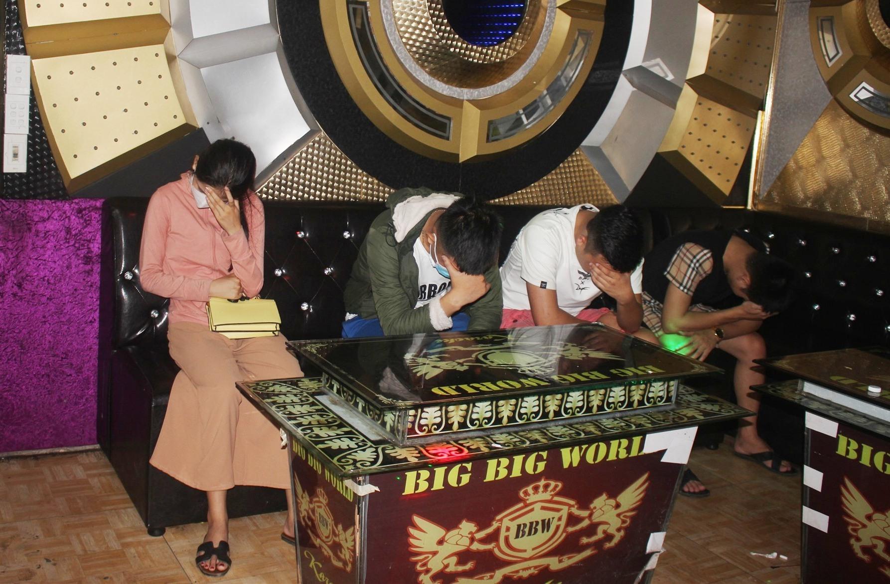 quán karaoke Big Big World
