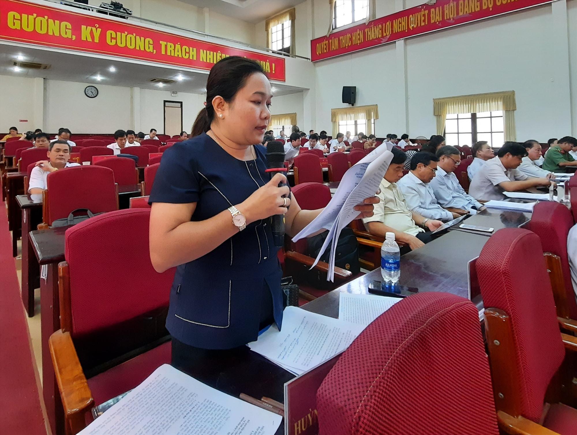 Đại biểu thảo luận tại Hội nghị Tỉnh ủy lần thứ 19 diễn ra cuối tuần qua. Ảnh: N.Đ