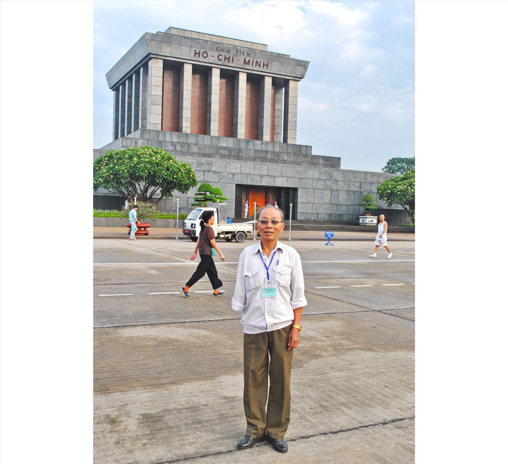Ông Bình trong một lần ra thăm Hà Nội, vào lăng viếng Chủ tịch Hồ Chí Minh. Ảnh: NGUYỄN ĐIỆN NGỌC