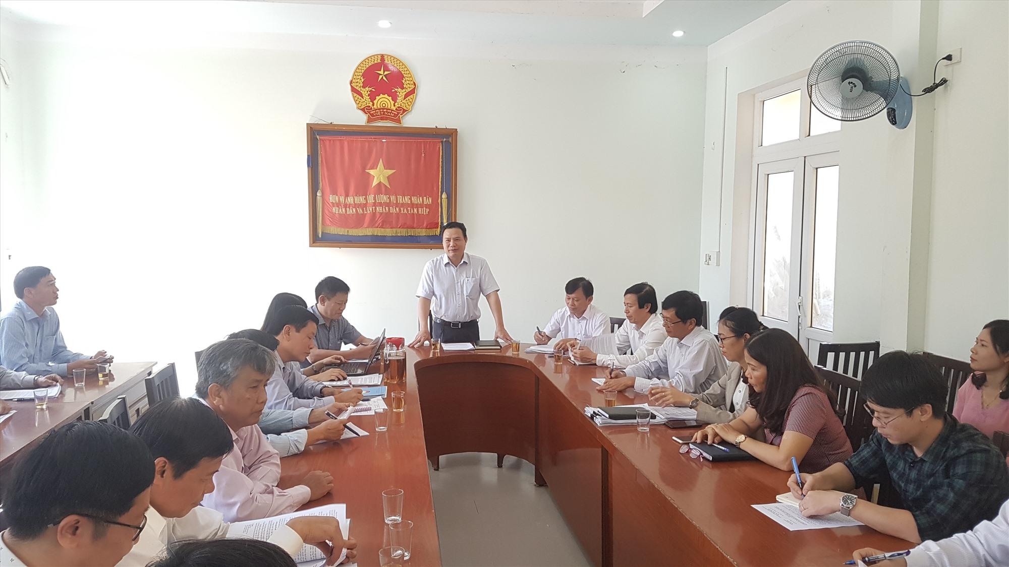 Thứ trưởng Bộ LĐ-TB&XH Lê Văn Thanh cùng đoàn công tác sẽ ghi nhận những kiến nghị của địa phương. Ảnh: D.L