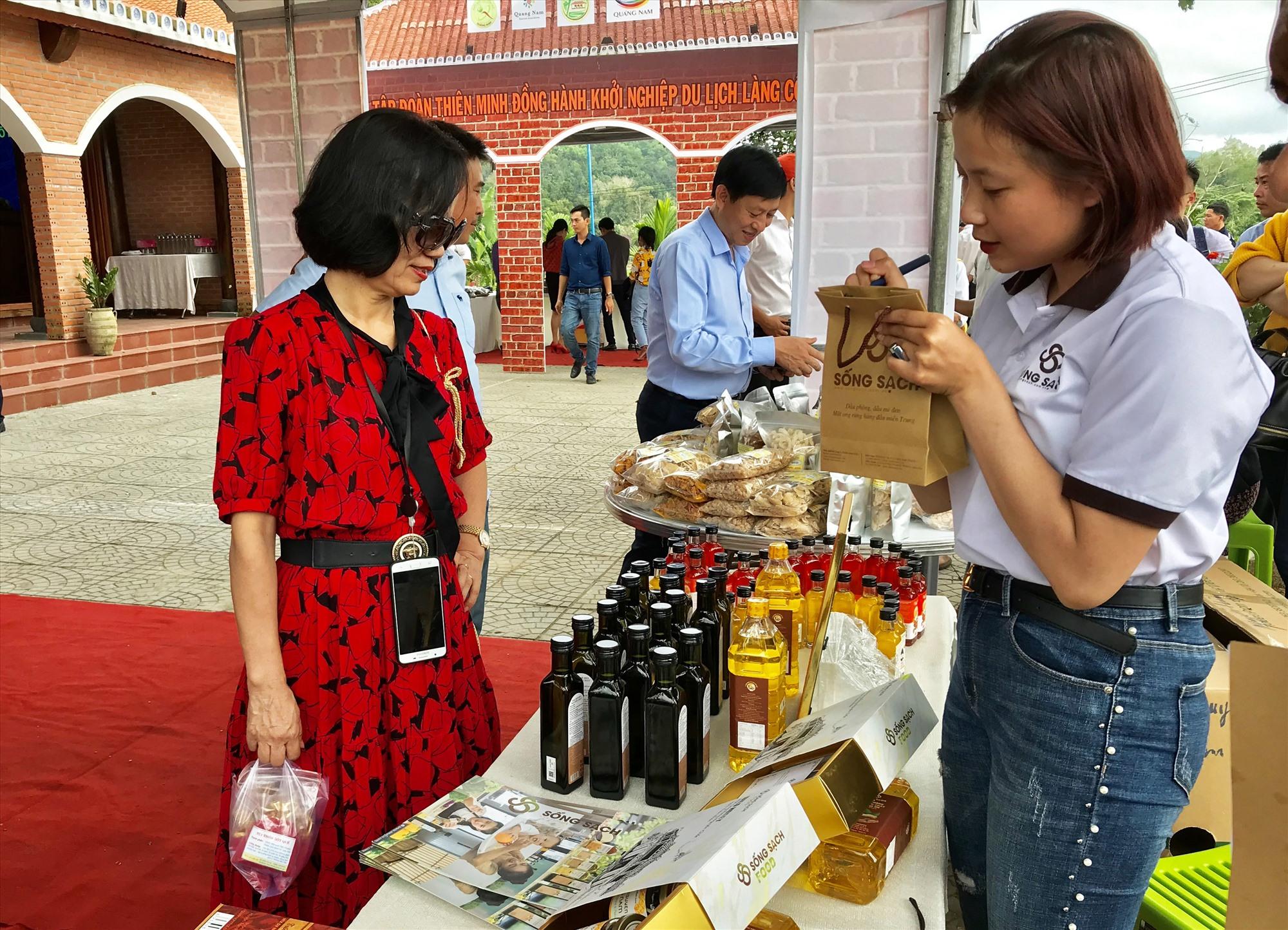 Cần thêm nhiều sản phẩm sáng tạo mang đặc trưng bản địa để thúc đẩy ngành du lịch Quảng Nam. Ảnh: Q.T