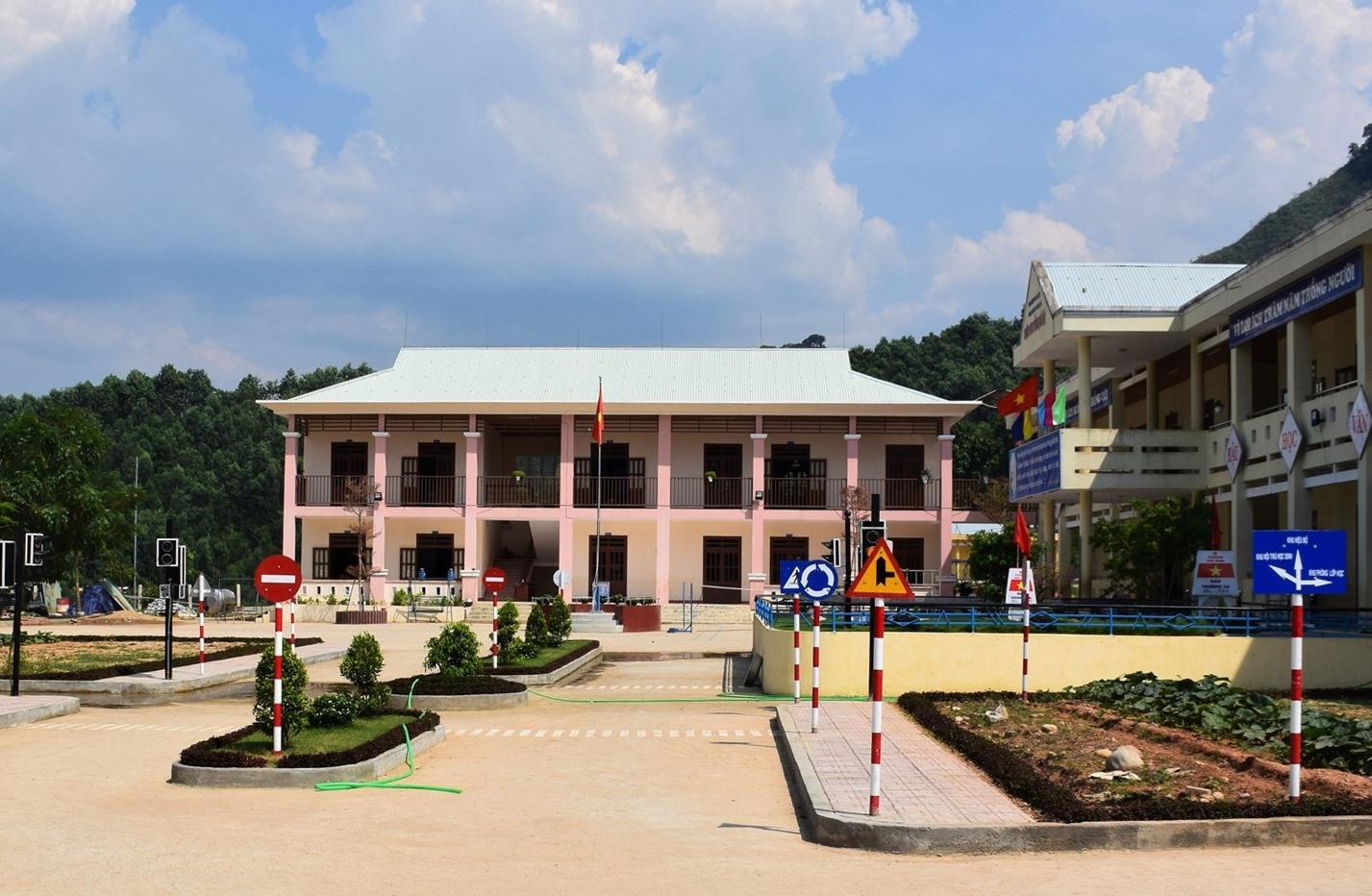 Mô hình giao thông trong sân Trường PTDTBT Tiểu học Trà Tập. Ảnh: THANH THẮNG
