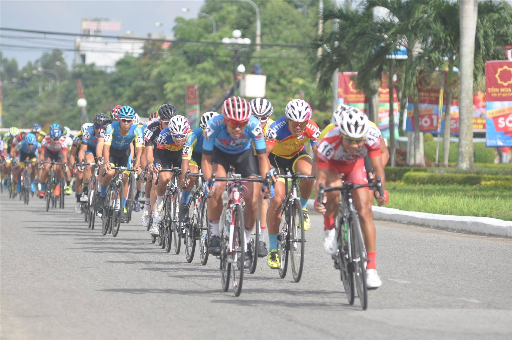 Người hâm mộ sẽ có dịp chứng kiến cuộc đua xe đạp quy mô toàn quốc diễn ra trên địa bàn tỉnh. Ảnh: A.S