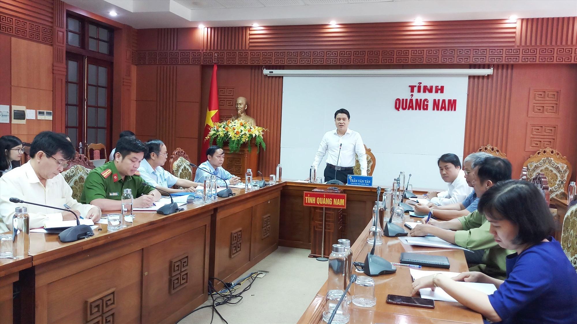Phó Chủ tịch UBND tỉnh Trần Văn Tân phát biểu tại buổi làm việc. Ảnh: A.N