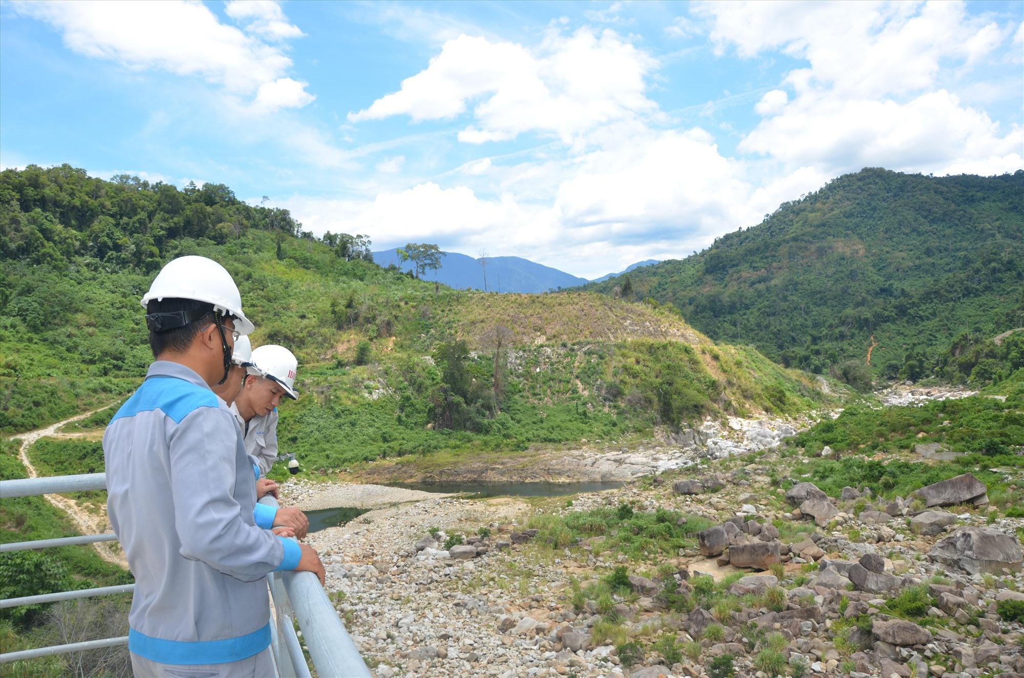 Các con sông ở miền núi đang trong tình trạng khô đáy. Ảnh: H.P