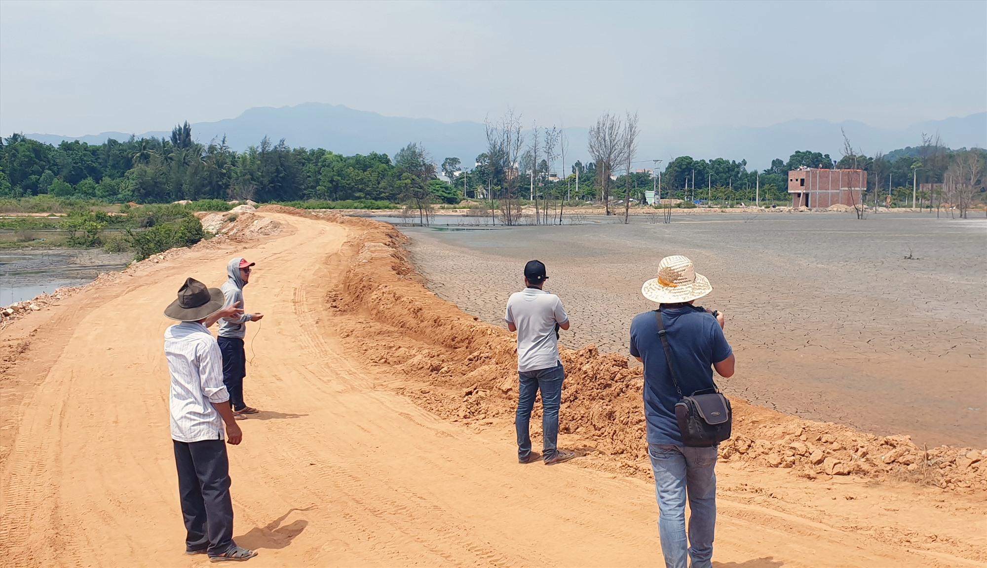 Dự án thi công tuyến đường 129 qua địa bàn Núi Thành. Ảnh:T.N