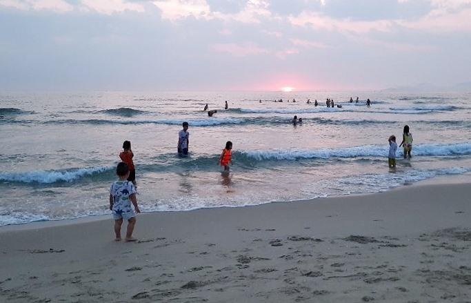 Bãi biển Điện Ngọc.
