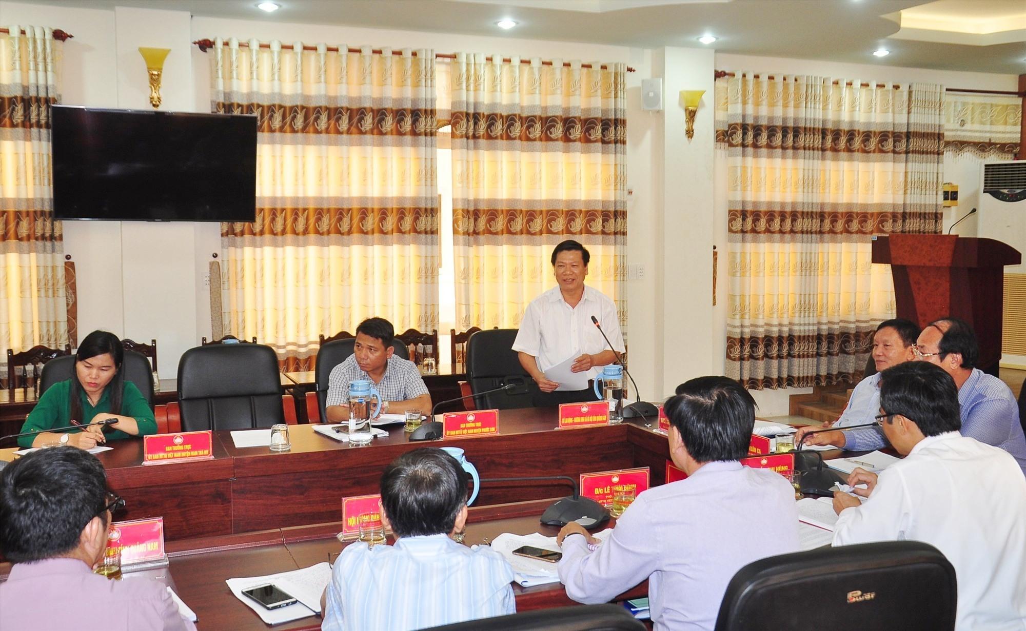 Ông Huỳnh Ngọc Chiến - Phó giám đốc Sở LĐ-TBXH tỉnh phát biểu tại hội nghị. Ảnh: VINH ANH