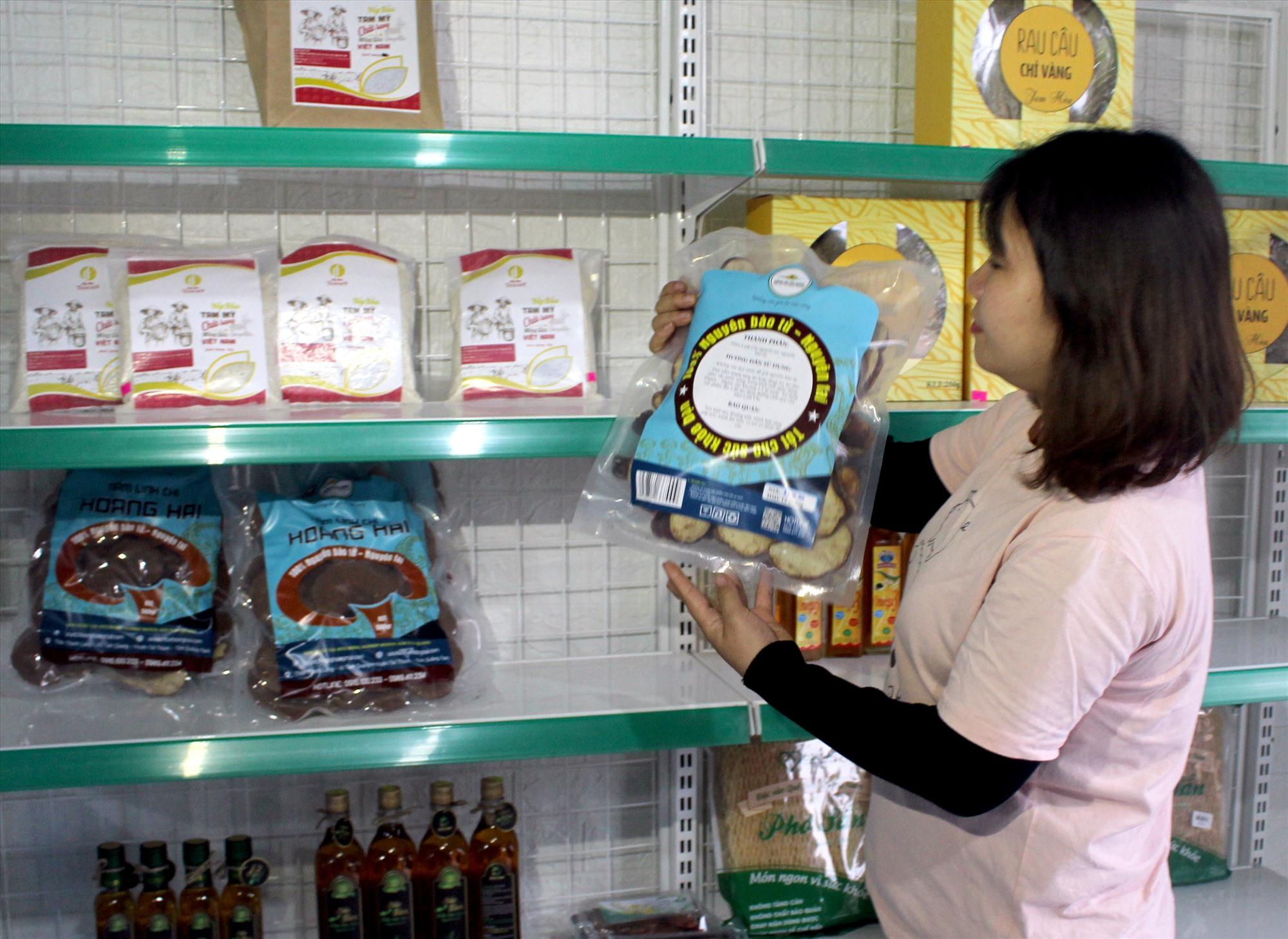 Các sản phẩm OCOP Núi Thành. Ảnh: VĂN PHIN