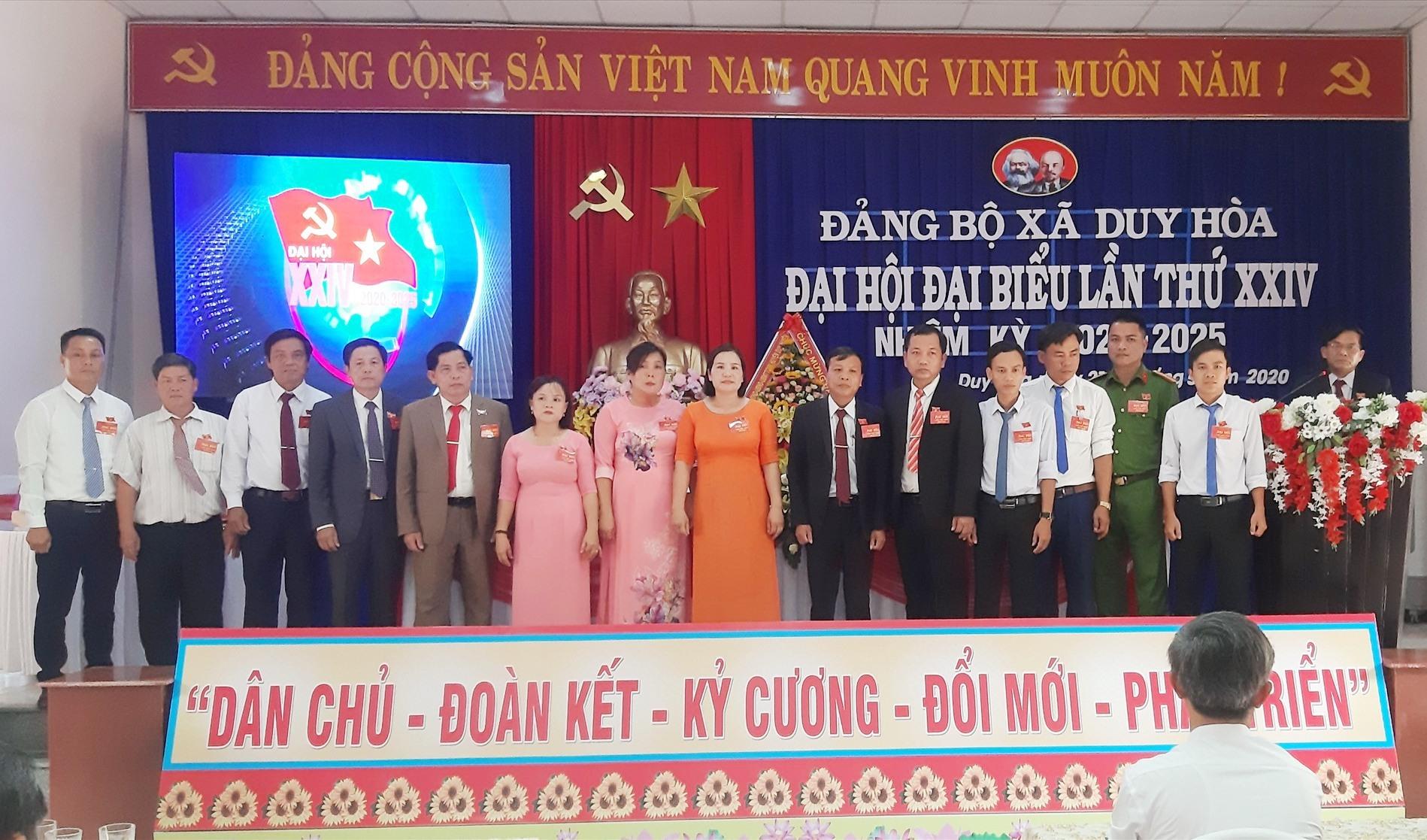Ra mắt Ban Chấp hành Đảng bộ xã Duy Hòa khóa XXIV (nhiệm kỳ 2020 - 2025). Ảnh: H.N