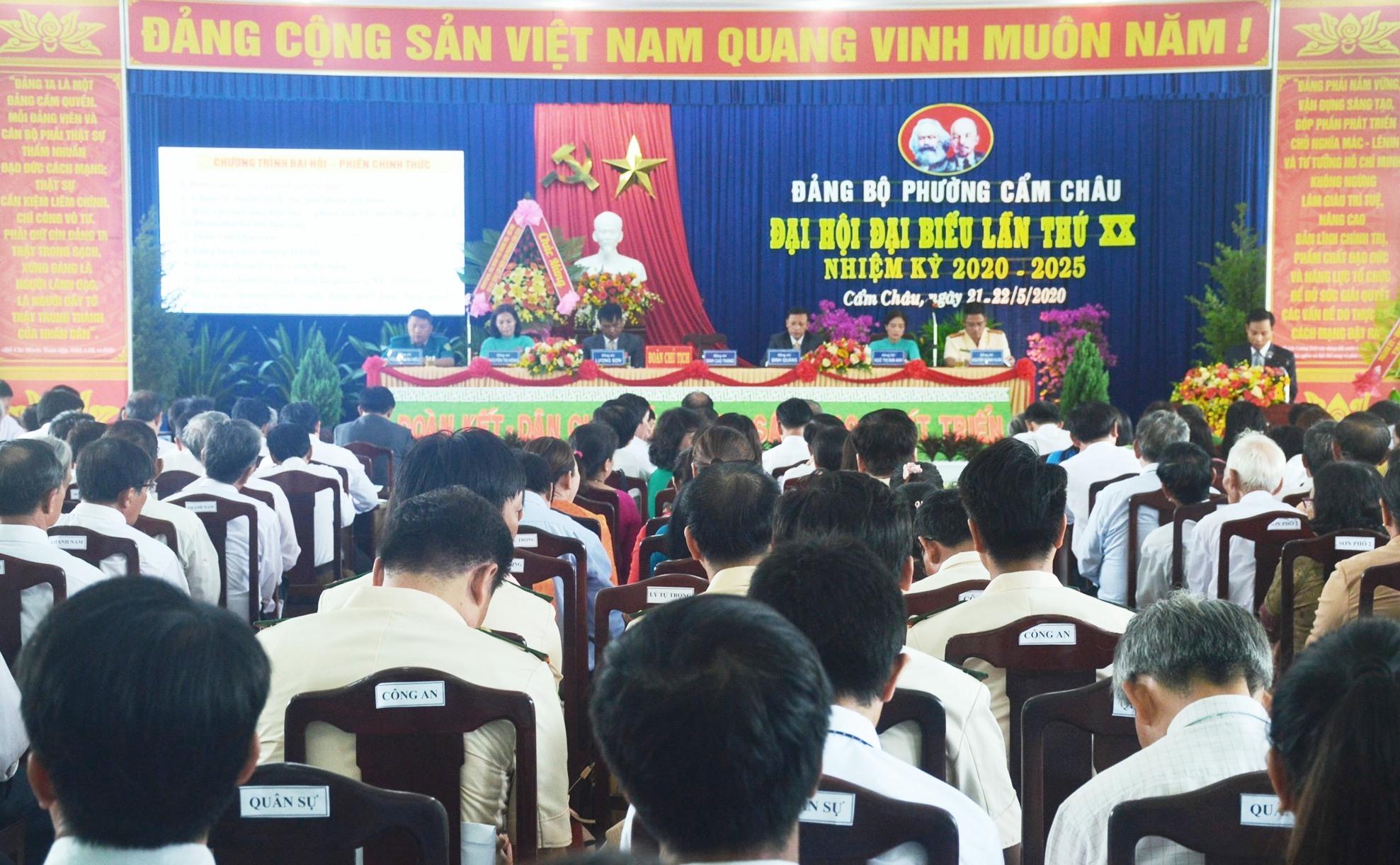 Quang cảnh đại hội đại biểu Đảng bộ phường Cẩm Châu lần thứ XX. Ảnh: Q.T