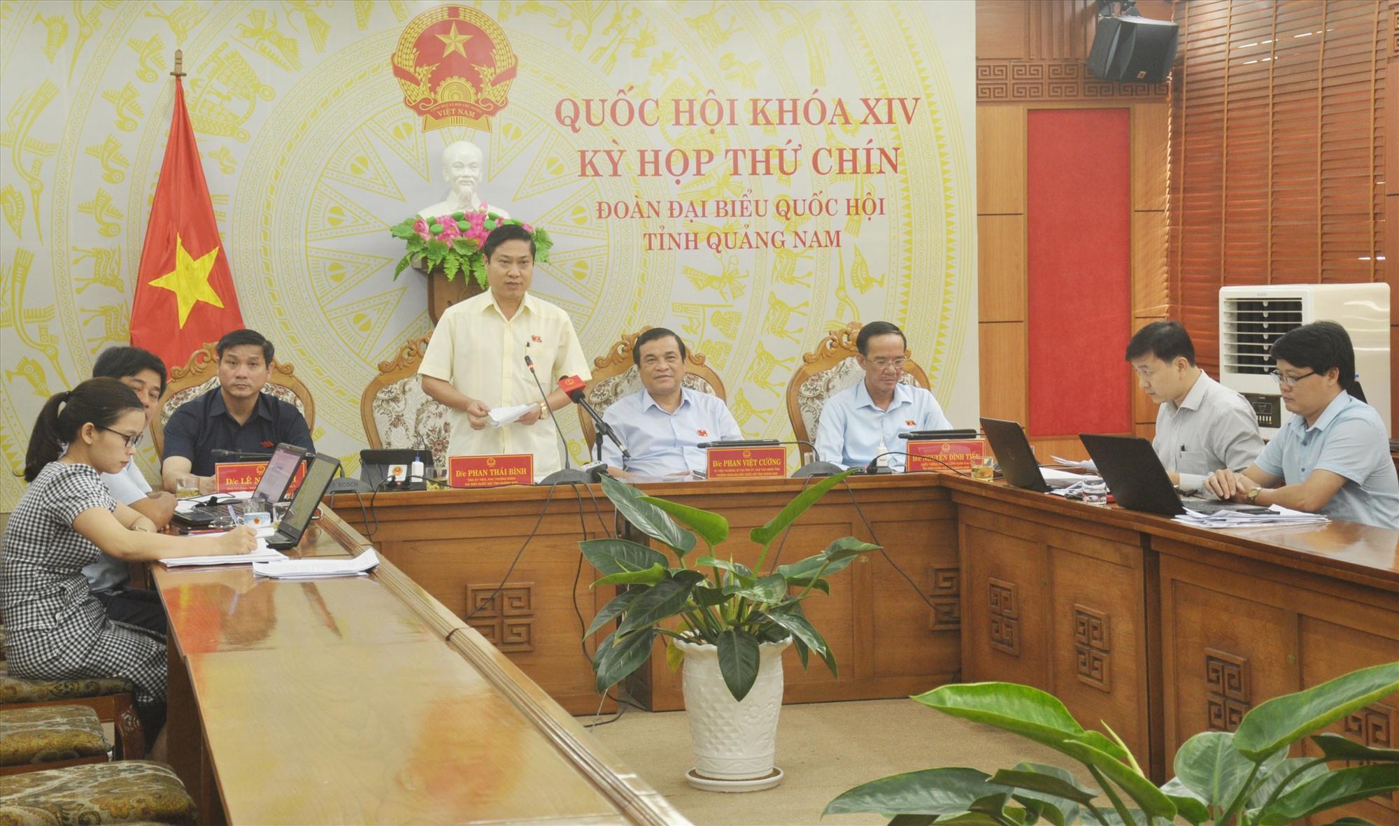 Phó Trưởng đoàn ĐBQH tỉnh Phan Thái Bình phát biểu thảo luận đối với dự thảo Nghị quyết về thí điểm tổ chức mô hình chính quyền đô thị tại Đà Nẵng và một số cơ chế, chính sách đặc thù khác. Ảnh: N.Đ