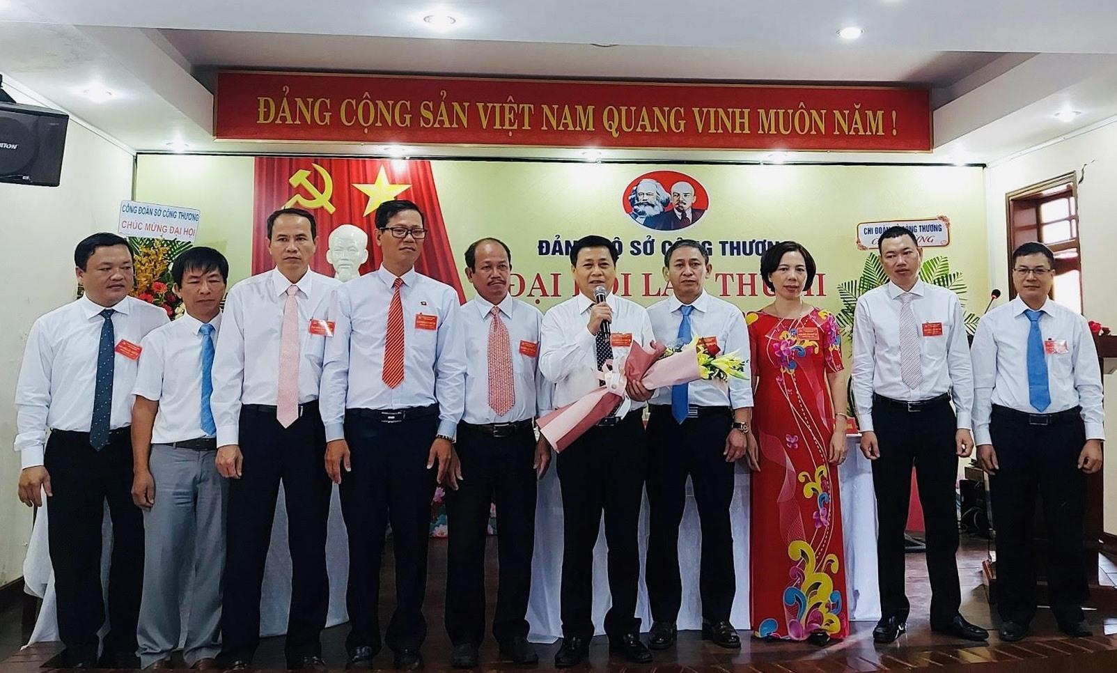 Ban chấp hành Đảng bộ Sở Công thương khóa III ra mắt Đại hội. Ảnh: ĐINH PHÚC