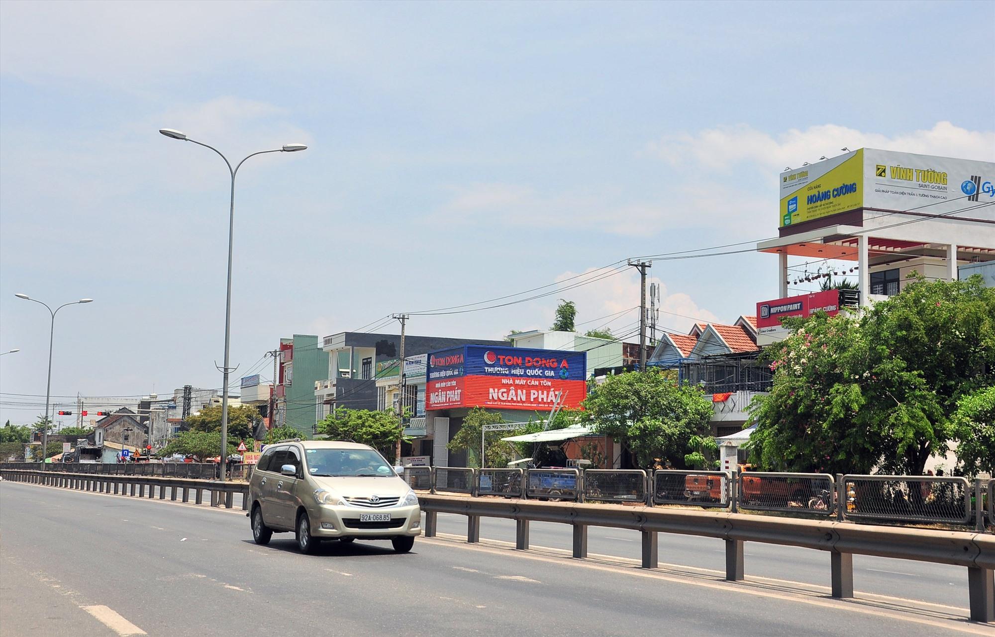 Là cửa ngõ của TP.Tam Kỳ, xã Tam Đàn đang có sự phát triển nhanh chóng với điểm nhấn về công nghiệp - xây dựng và thương mại - dịch vụ. Ảnh: VINH ANH