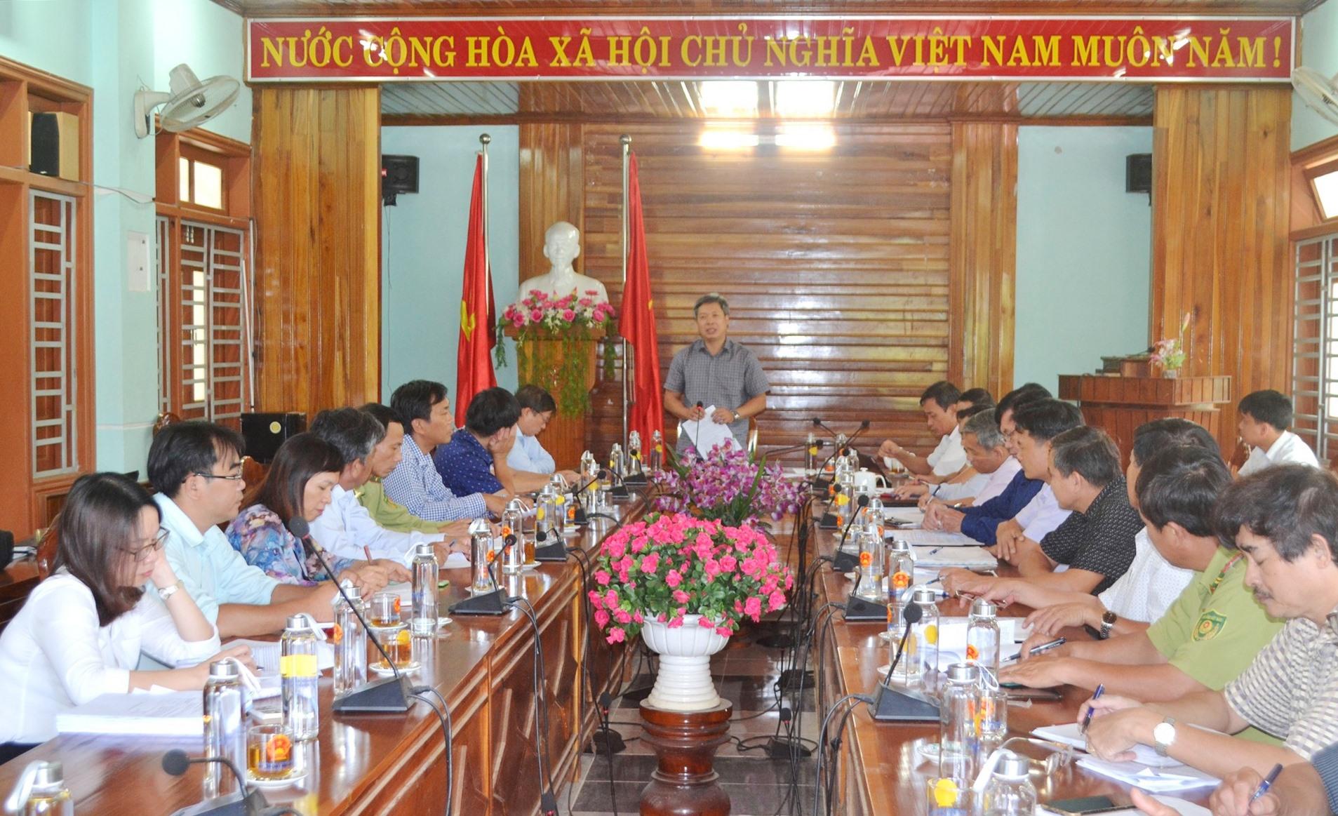 Phó Chủ tịch UBND tỉnh Hồ Quang Bửu định hình cho huyện nhiều hướng đi. Ảnh: CT