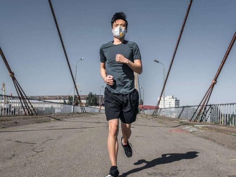 Theo các chuyên gia y tế, không nên đeo khẩu trang khi tập thể dục.