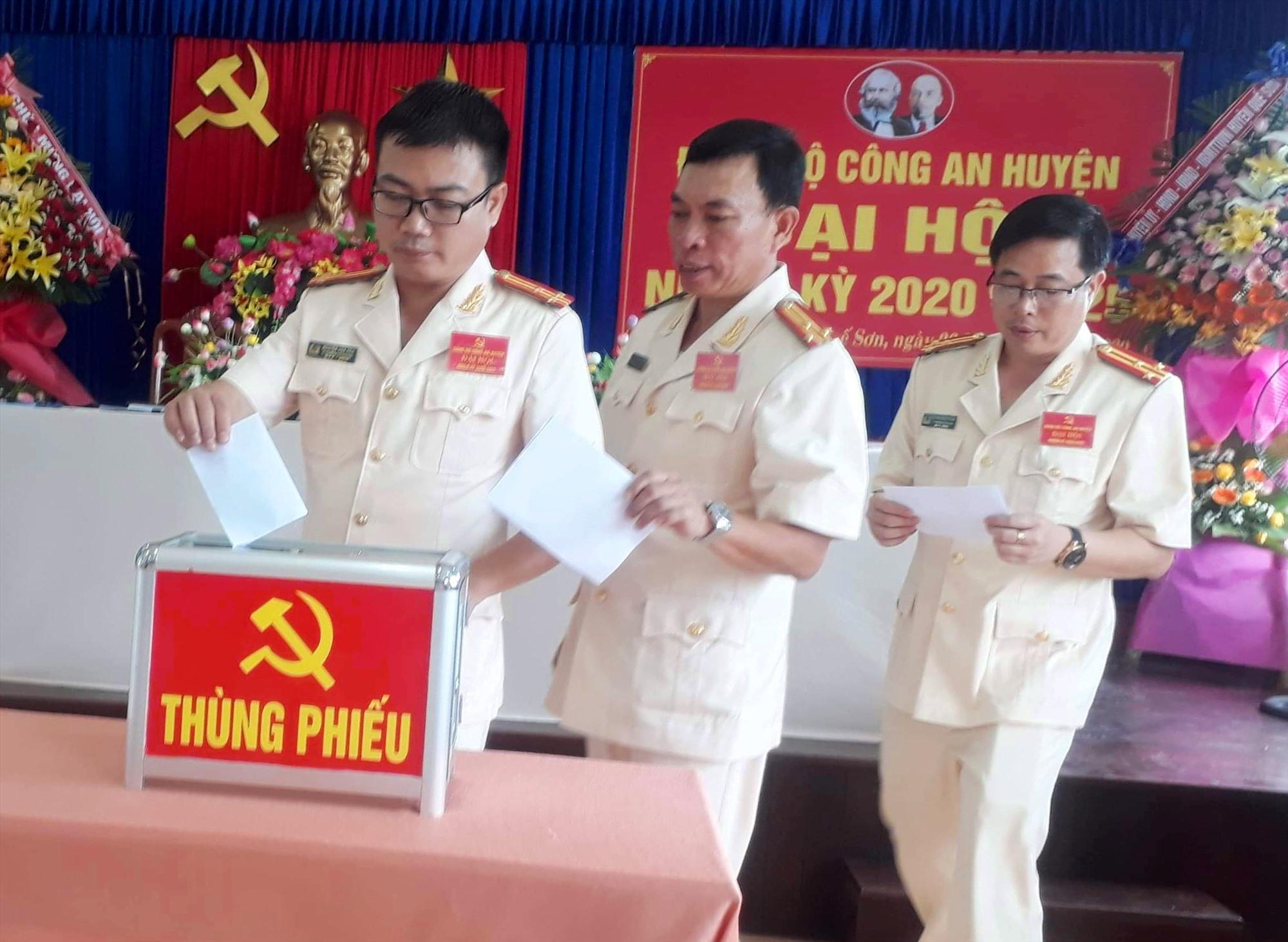 Bầu Ban chấp hành Đảng bộ Công an huyện Quế Sơn nhiệm kỳ 2020-2025. ảnh DT